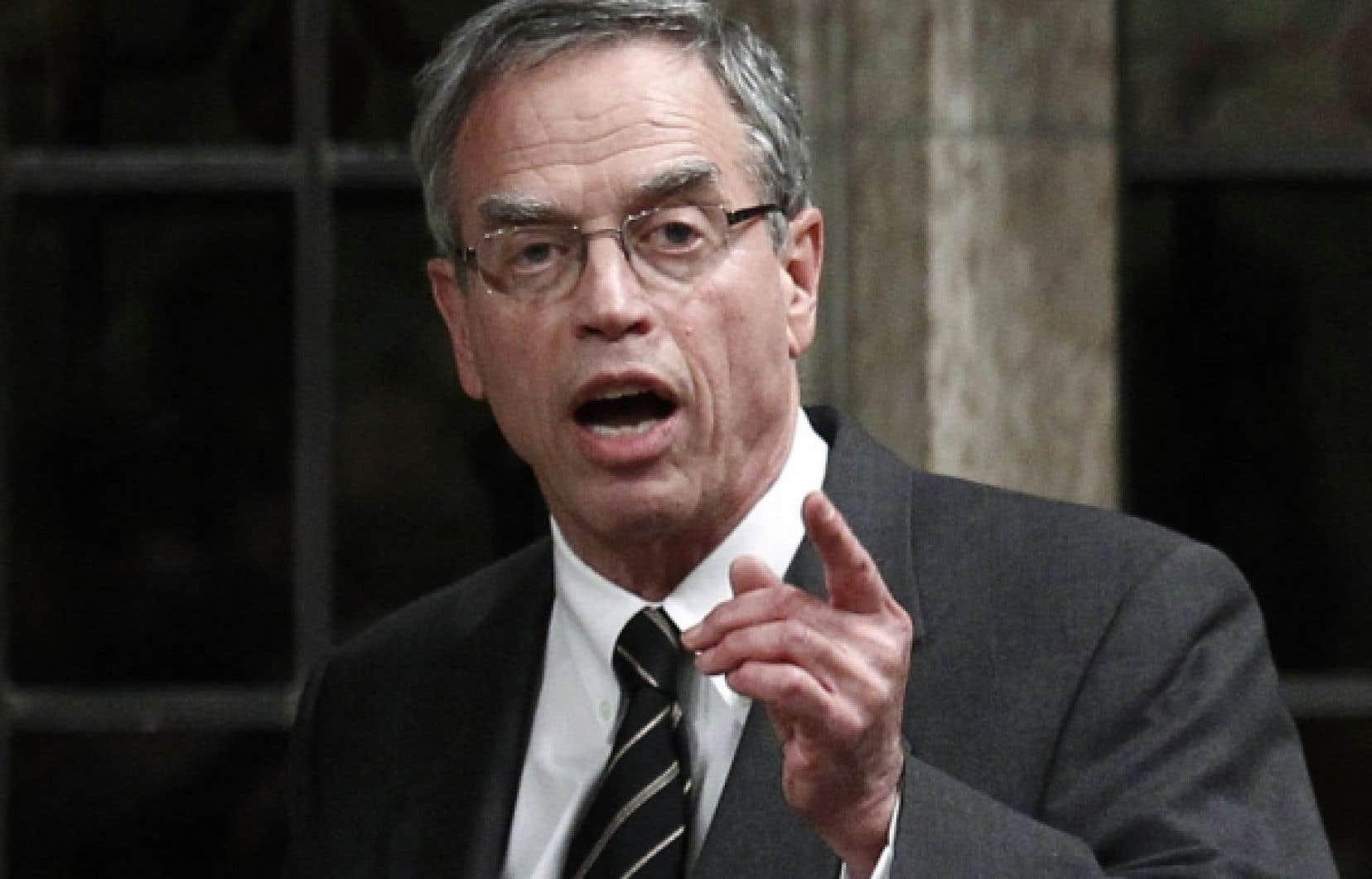 Le ministre fédéral des Ressources naturelles, Joe Oliver, a confirmé que le gouvernement pourrait simplement inclure les modifications annoncées des évaluations environnementales dans le grand projet fourre-tout qui mettra le budget en application.