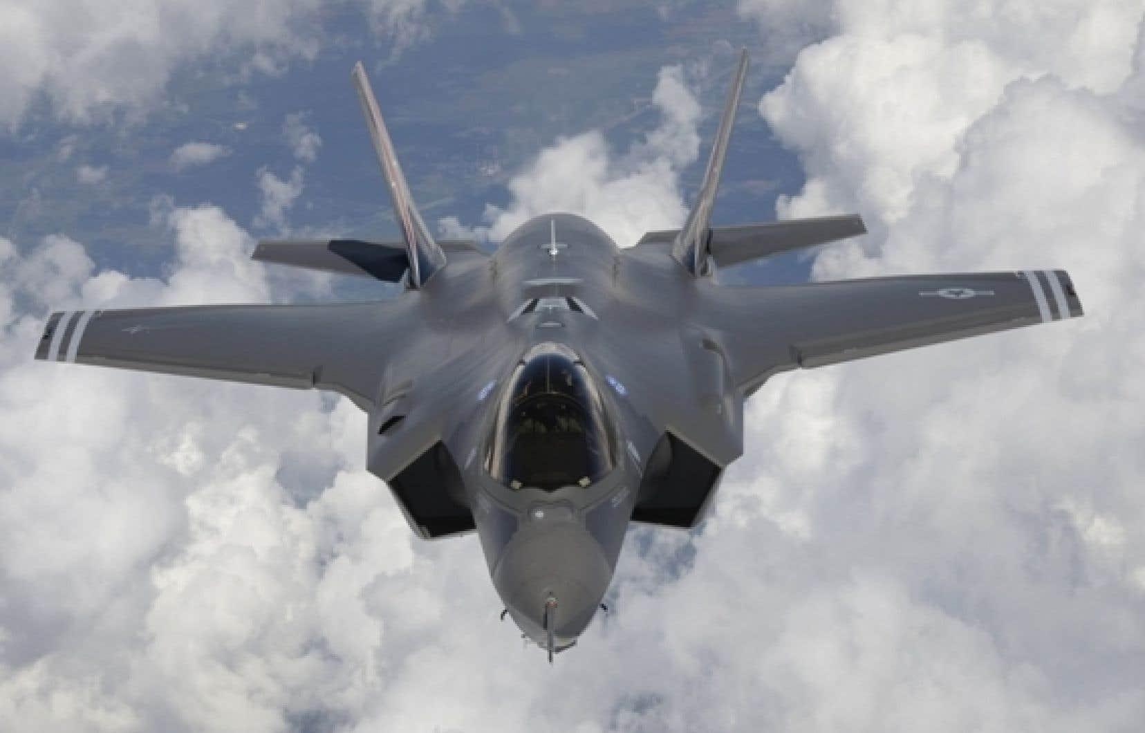 Le vérificateur général Michael Ferguson réprimande sévèrement le gouvernement pour son processus d'achat des avions de combat F-35.