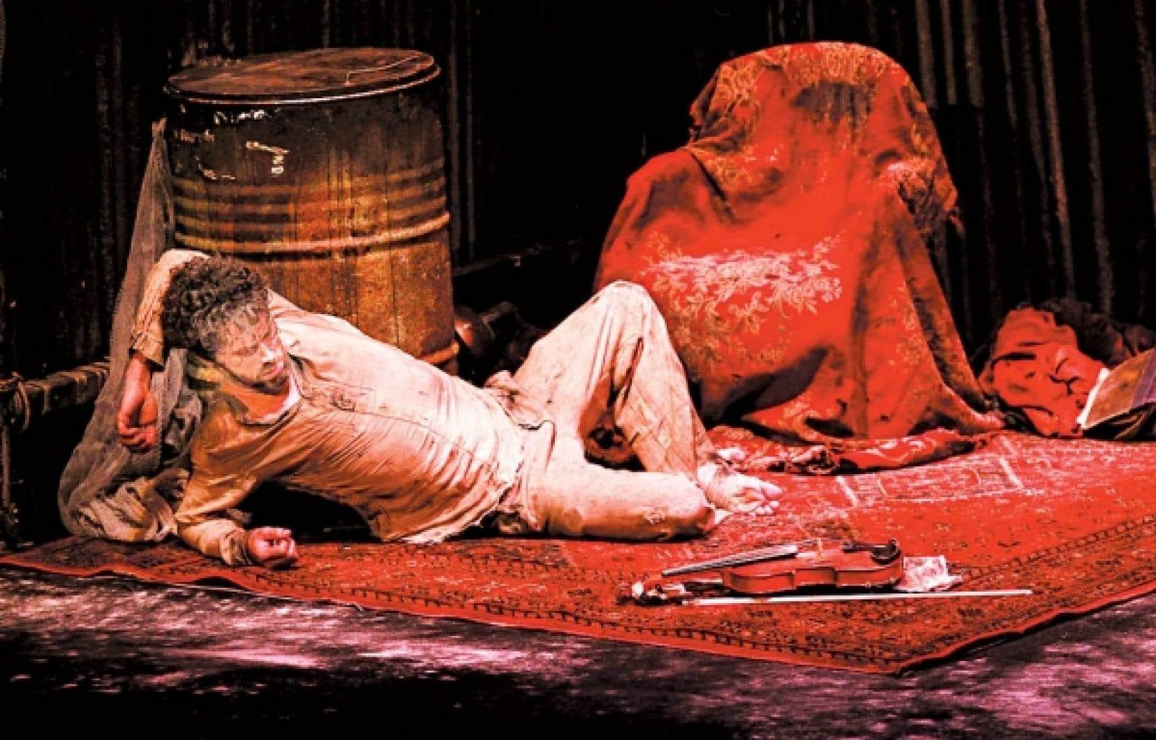 Dans un d&eacute;cor d&rsquo;apocalypse, la qu&ecirc;te int&eacute;rieure de ce Raoul, visit&eacute; par d&eacute;mons et merveilles, a depuis grandi avec l&rsquo;artiste multitalentueux James Thi&eacute;rr&eacute;e.<br />