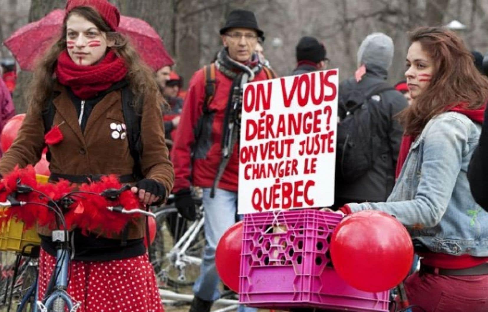 Manifestation à vélo contre la hausse des droits de scolarité dimanche dernier.