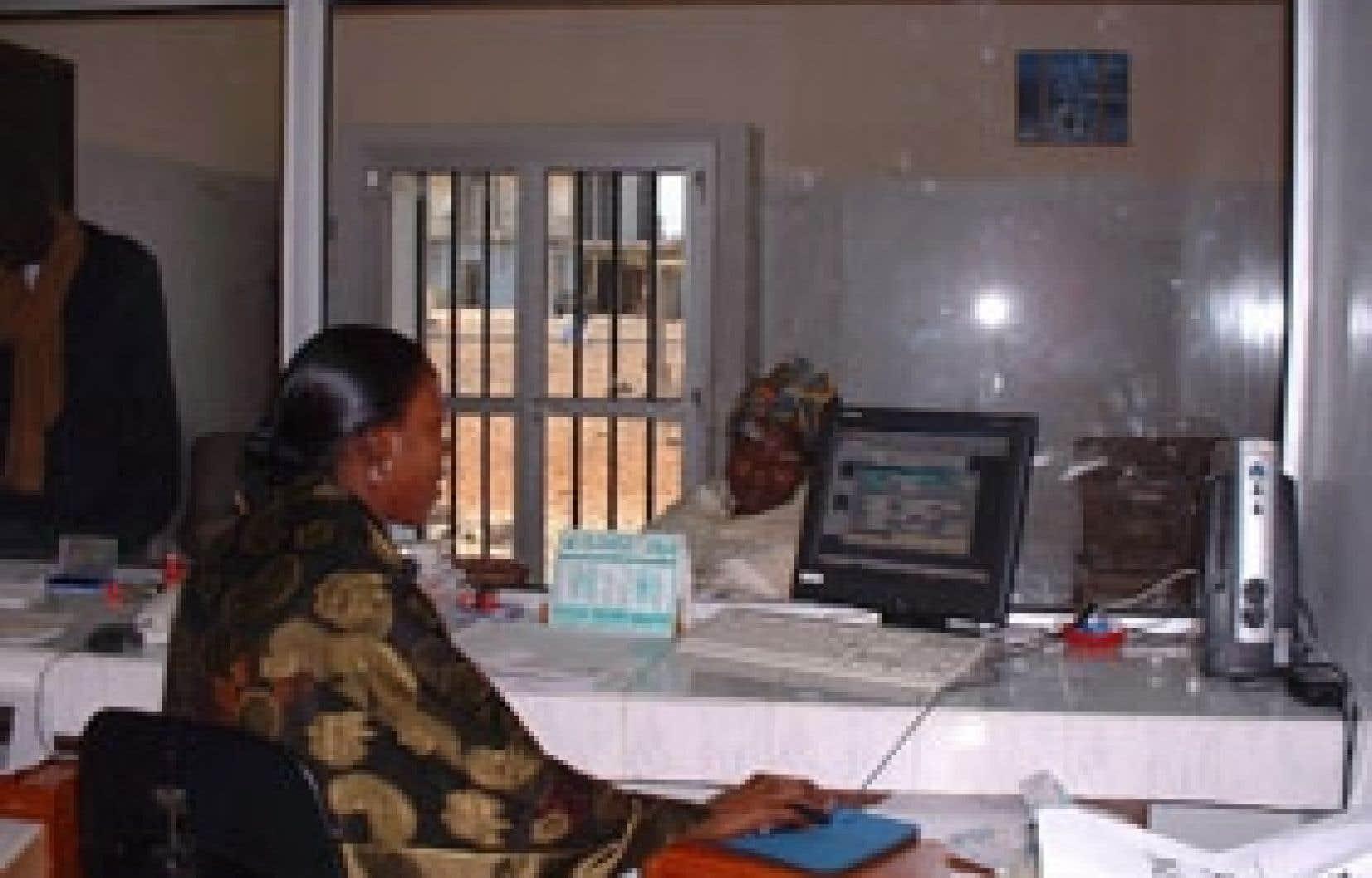 Au Mali, au Burkina Faso et au Togo, les réseaux de caisses populaires ne sont pas encore interconnectés.