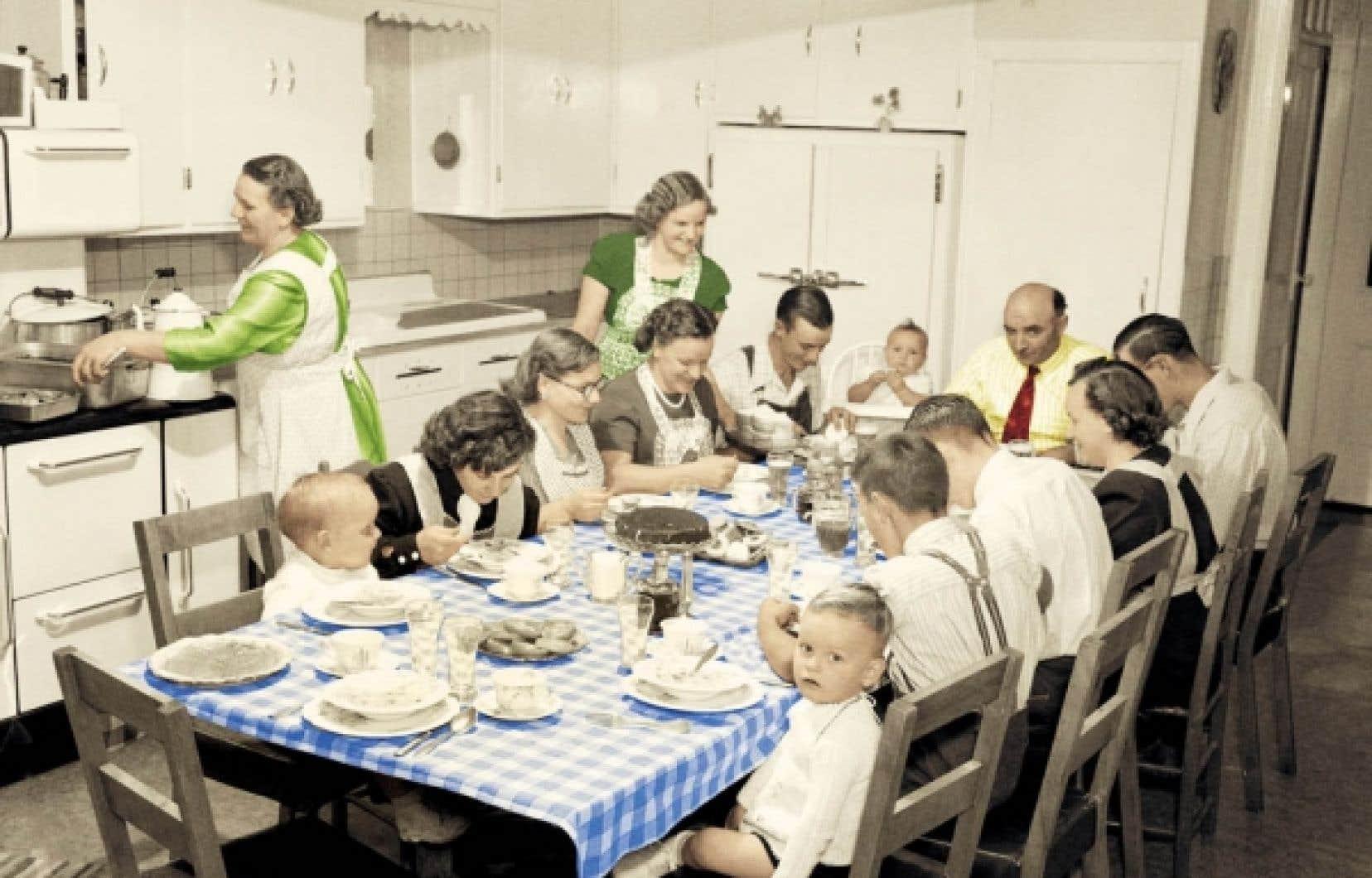 Repas en famille chez Adrien Laberge a? Cha?teauguay, 1950.
