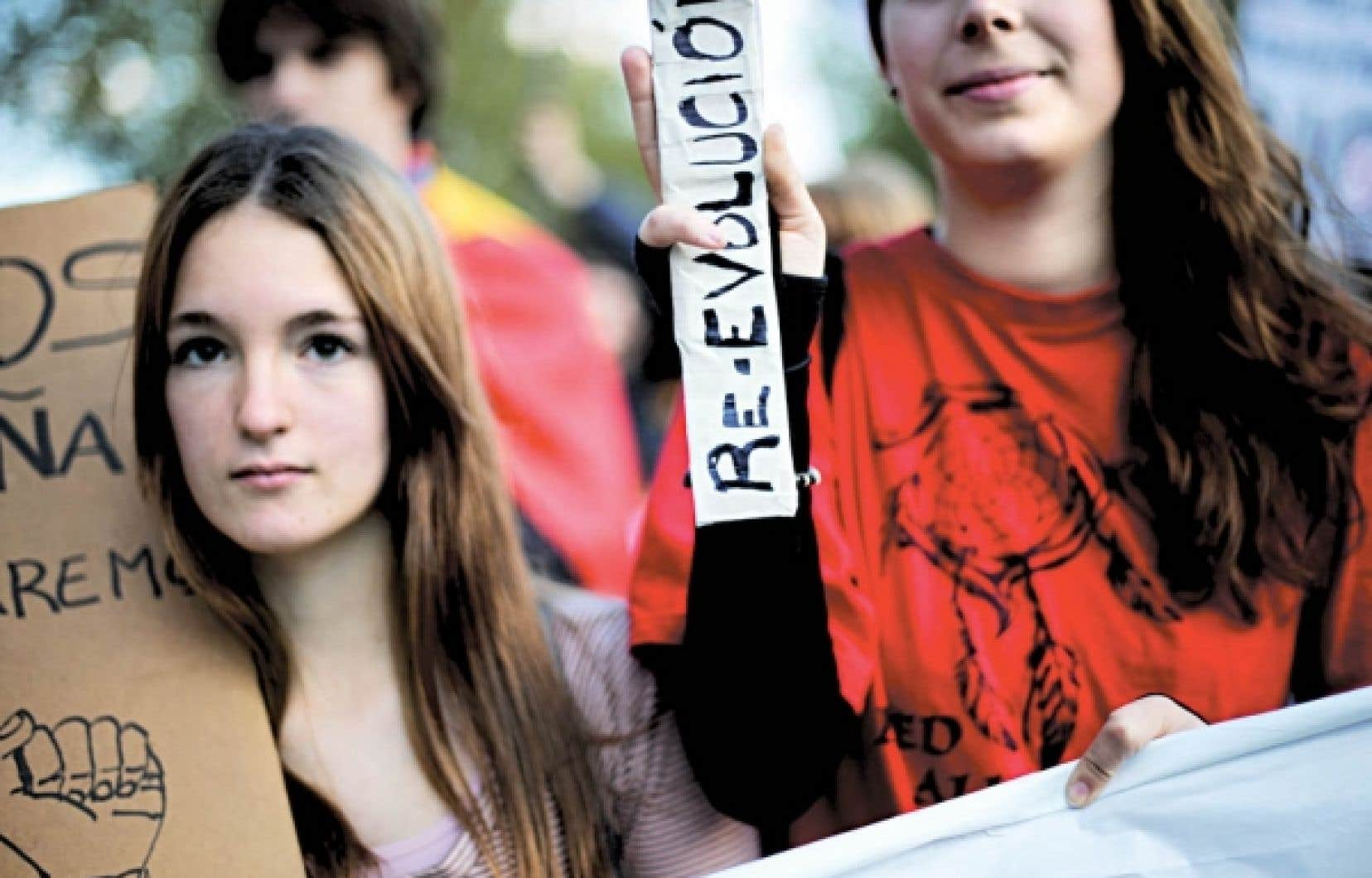 Tout comme les Grecs, les Espagnols descendent maintenant presque quotidiennement dans les rues afin de manifester leur mécontentement devant les mesures de rigueur budgétaire dont ils font les frais. Hier, à Madrid, les manifestants protestaient contre les conséquences des compressions budgétaires dans les réseaux de la santé et de l'éducation.
