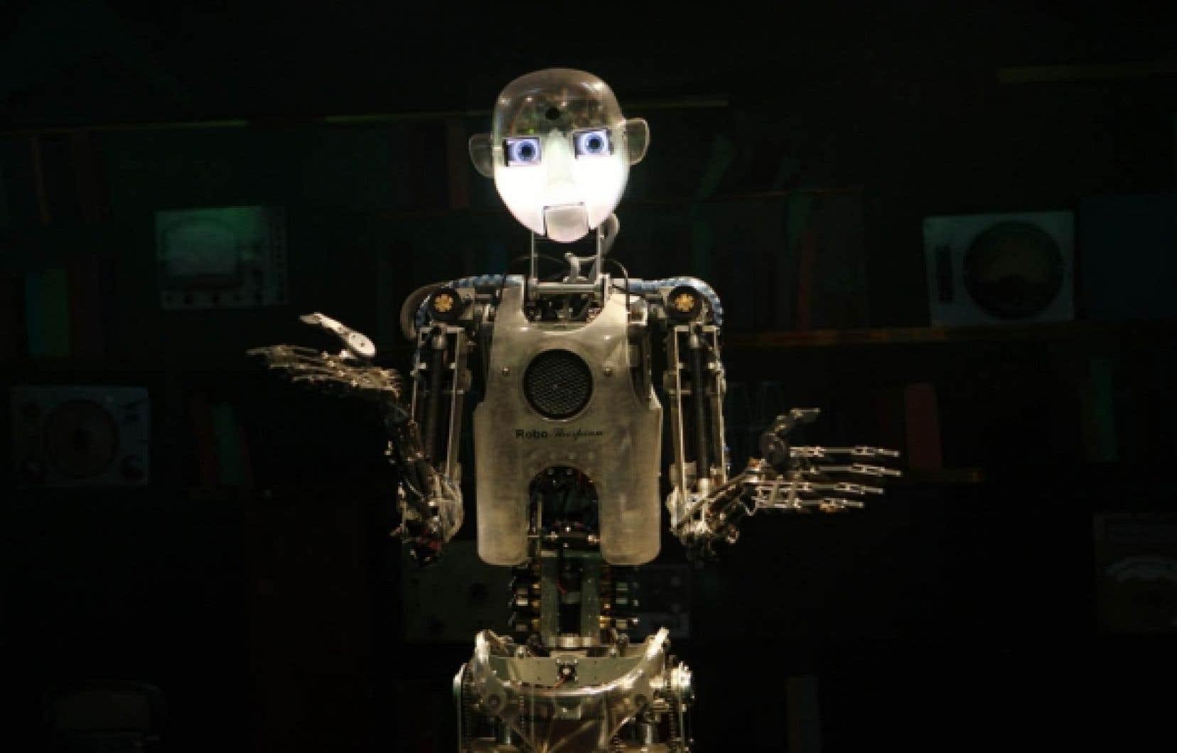 <div> Thespian, un robot humanoïde, communique avec des visiteurs au cours d'une exposition. Mais le rêve du parfait robot vient avec ses propres démons, comme l'évoquent plusieurs philosophes.</div>