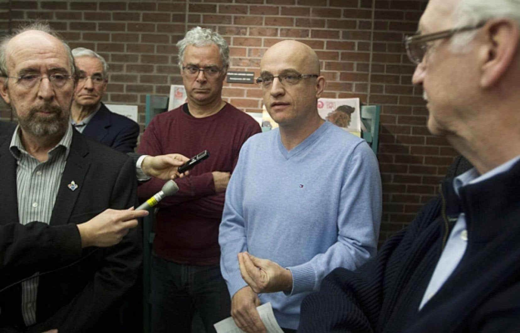 <div> Le syndicaliste Gérald Larose, le comédien Jacques L'Heureux et le médecin Alain Vadeboncœur font partie des 15 personnalités qui ont lancé un appel au gouvernement.</div>