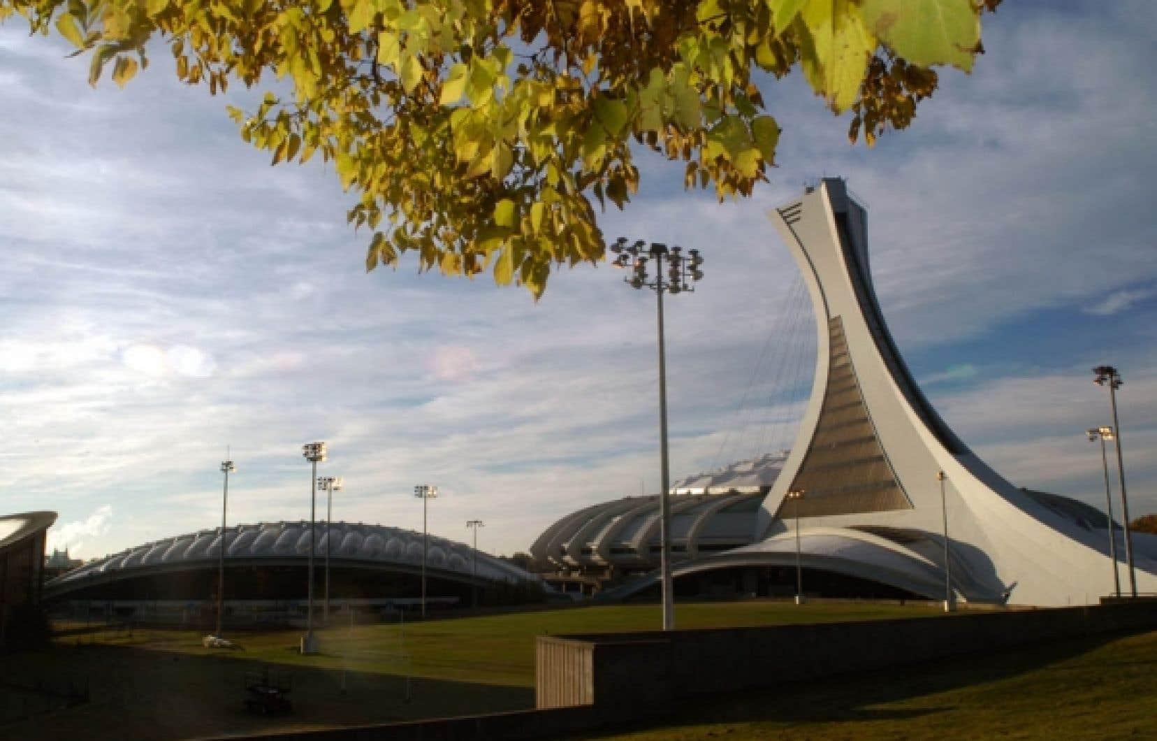 Quatre scénarios ont été analysés dans le cadre de l'élaboration du dossier d'affaires initial pour doter le Stade d'un nouveau toit.