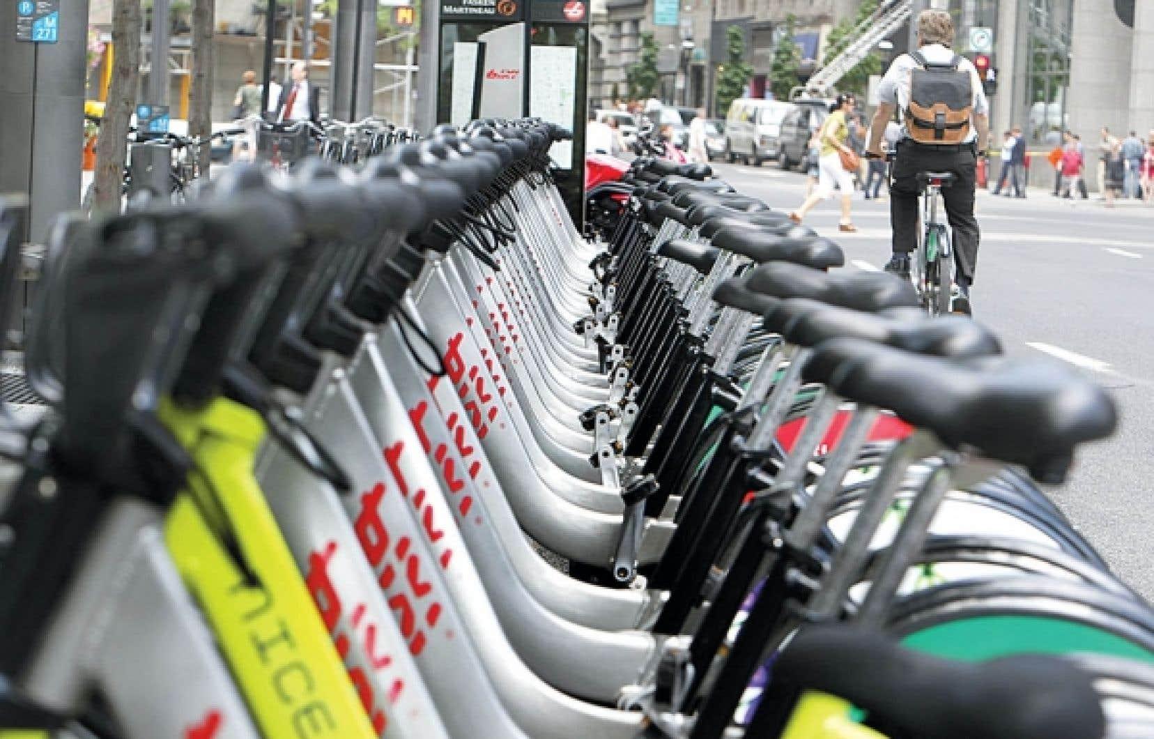 8D Technologies, qui poursuit le gestionnaire de Bixi, la Société de vélo en libre-service, a mis au point les bornes de paiement, les cartes électroniques ainsi que les logiciels permettant la gestion à distance et le paiement sans fil en temps réel du système de vélo en libre-service montréalais.