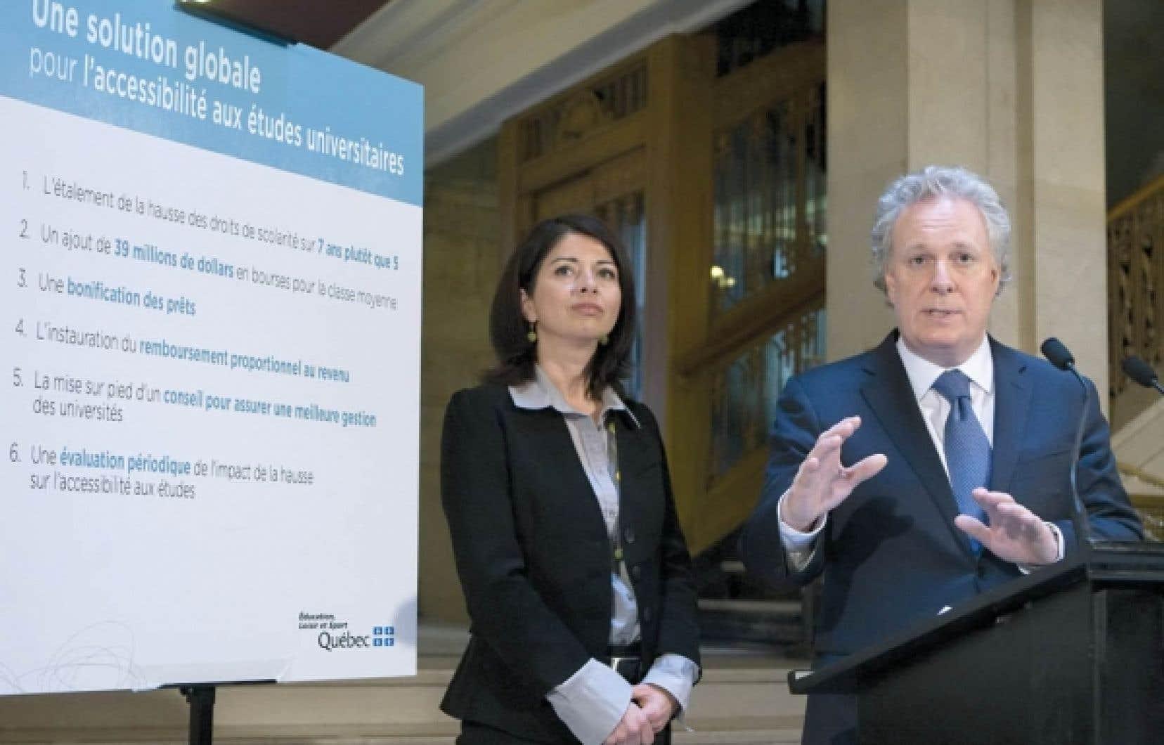 Jean Charest et Line Beauchamp ont présenté hier une offre globale aux étudiants.