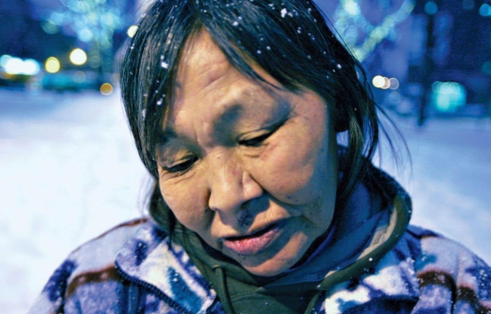 Marginalisées et victimes de discrimination, elles se retrouvent encore trop souvent dans la rue, appauvries par un filet de sécurité sociale inadéquat.