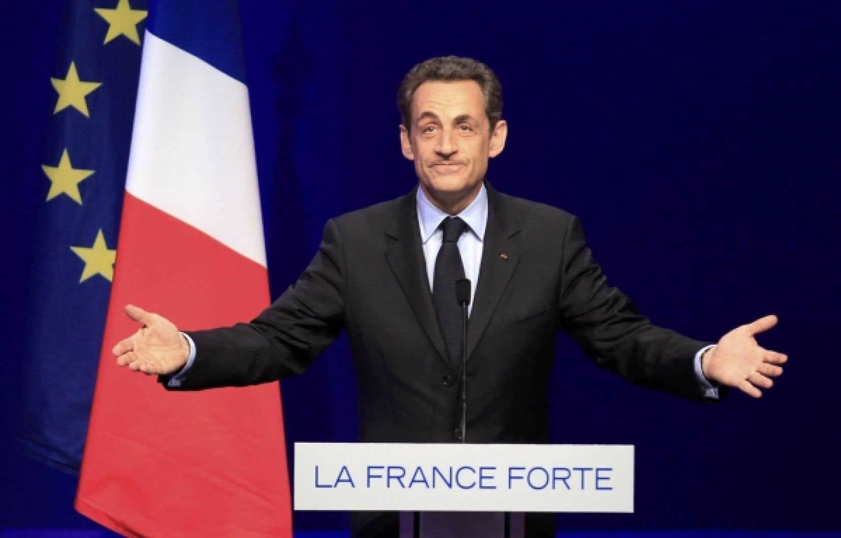 Nicolas Sarkozy s'en est pris avec virulence à ceux qui auraient « privatisé le Premier Mai » et « choisi de défiler sous le drapeau rouge » alors que, dit-il, « nous avons choisi de nous rassembler sous le drapeau tricolore ».