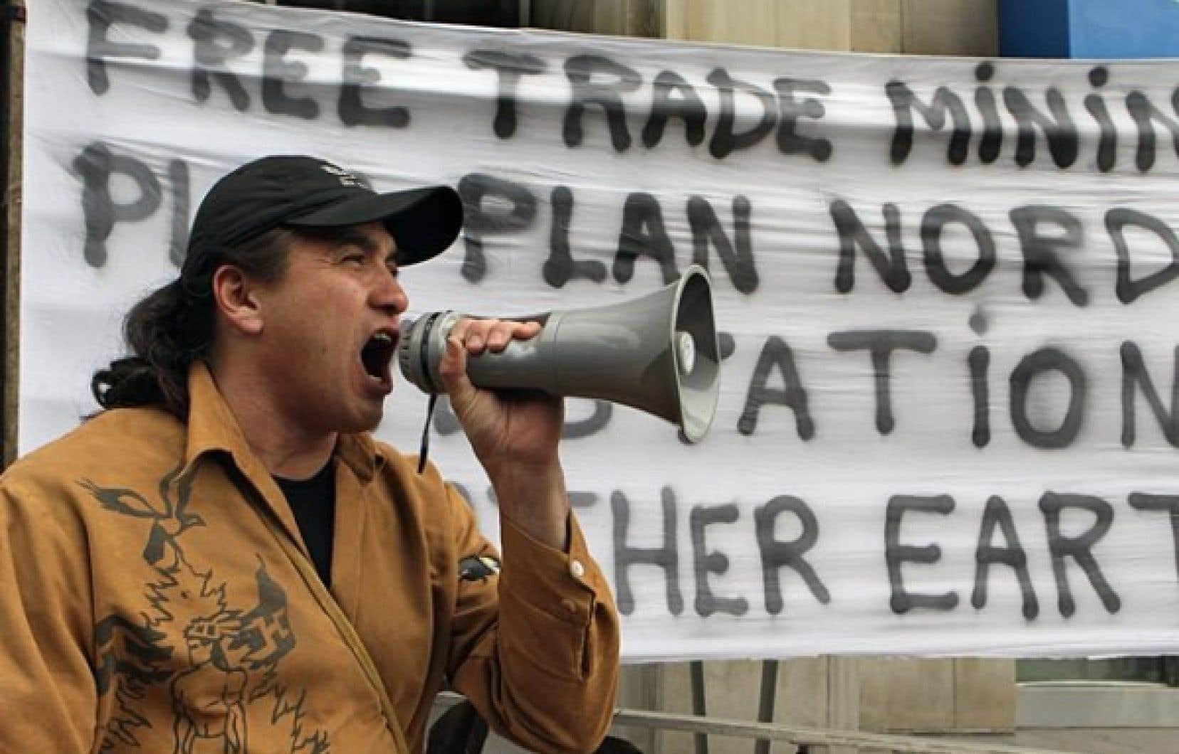 Les autochtones participent au forum, eux qui ont été nombreux à manifester lors du Salon Plan Nord de Montréal, le mois dernier.<br />