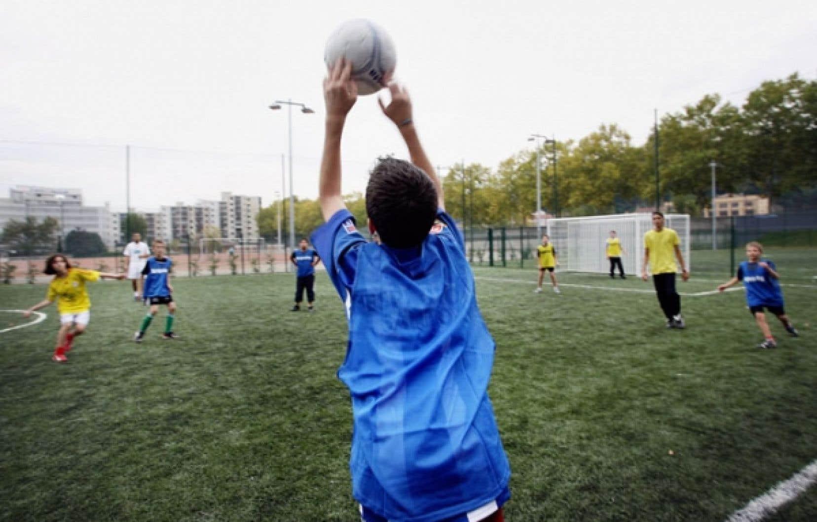 L'enquête a permis de constater que seuls l'entraîneur et les coéquipiers semblaient avoir exercé une certaine influence sur la consommation des jeunes joueurs.
