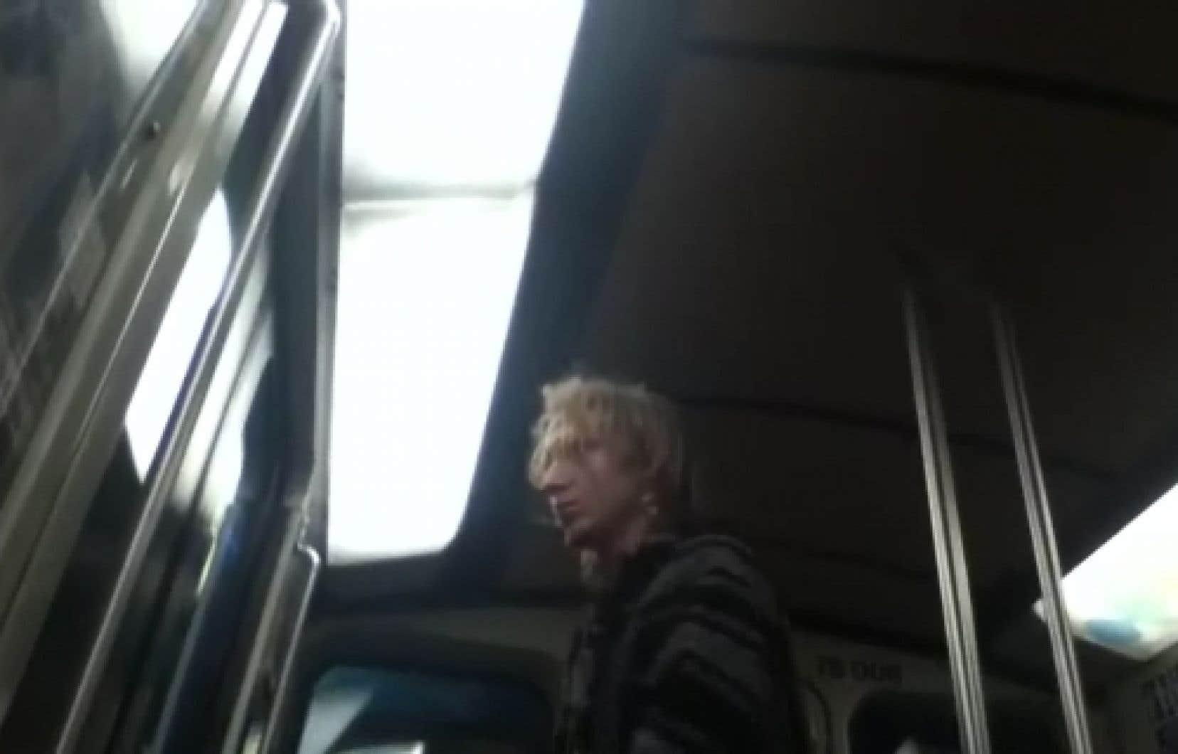 Le SPVM a rendu public des photos de présumés suspects impliqués dans les événements du métro.