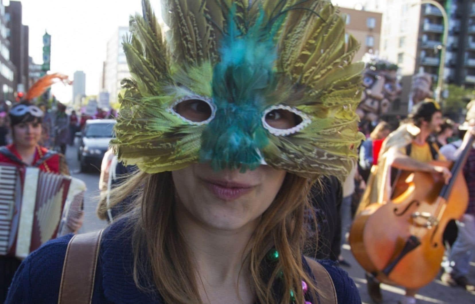 Le nouveau règlement, qui interdira le port du masque « sans motif raisonnable » lors de manifestations, pourra entrer en vigueur avant le rassemblement du 22 mai annoncé par la CLASSE. Sur notre photo : des étudiants ont manifesté au son de la musique, hier, au centre-ville.