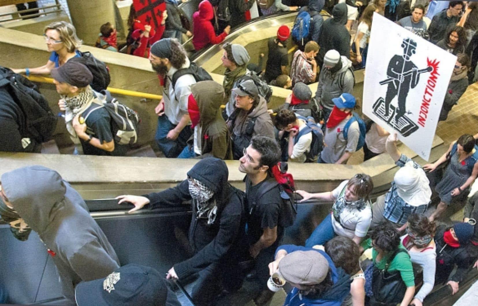 Des étudiants ont manifesté hier matin pour empêcher le retour en classe à l'UQAM.