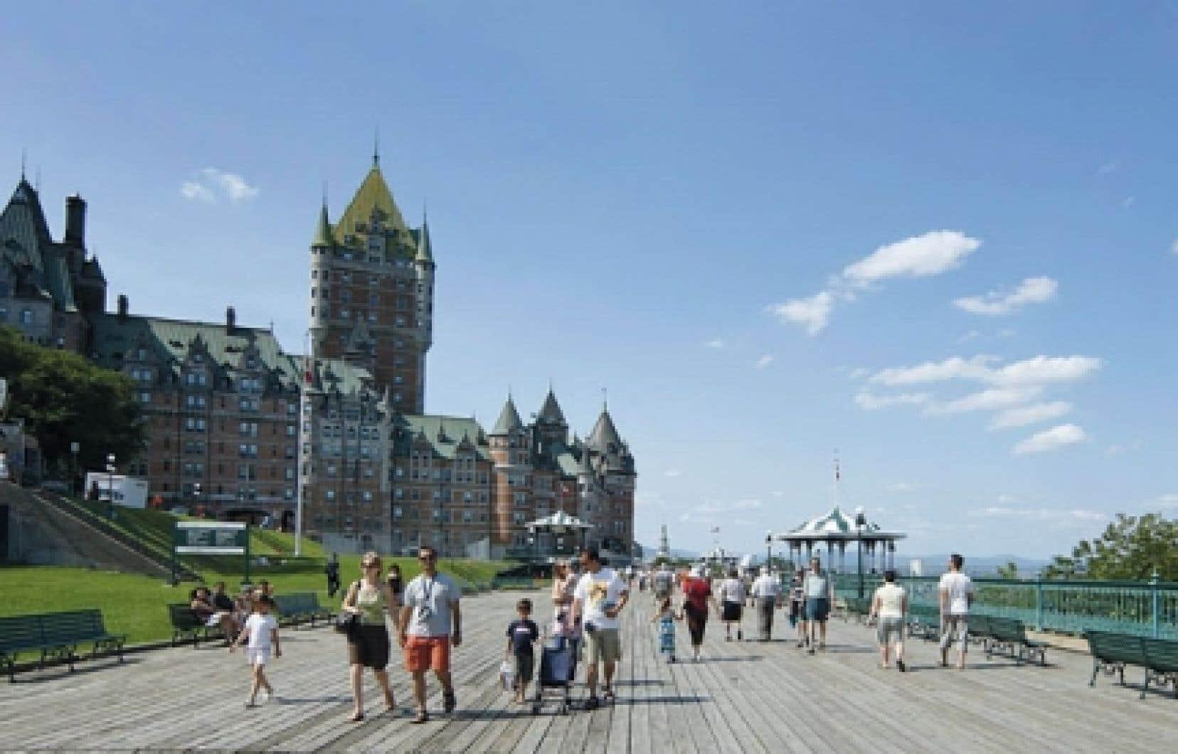 Par ses attraits comme le Château Frontenac, la ville de Québec est unique, rappelle la FIS.