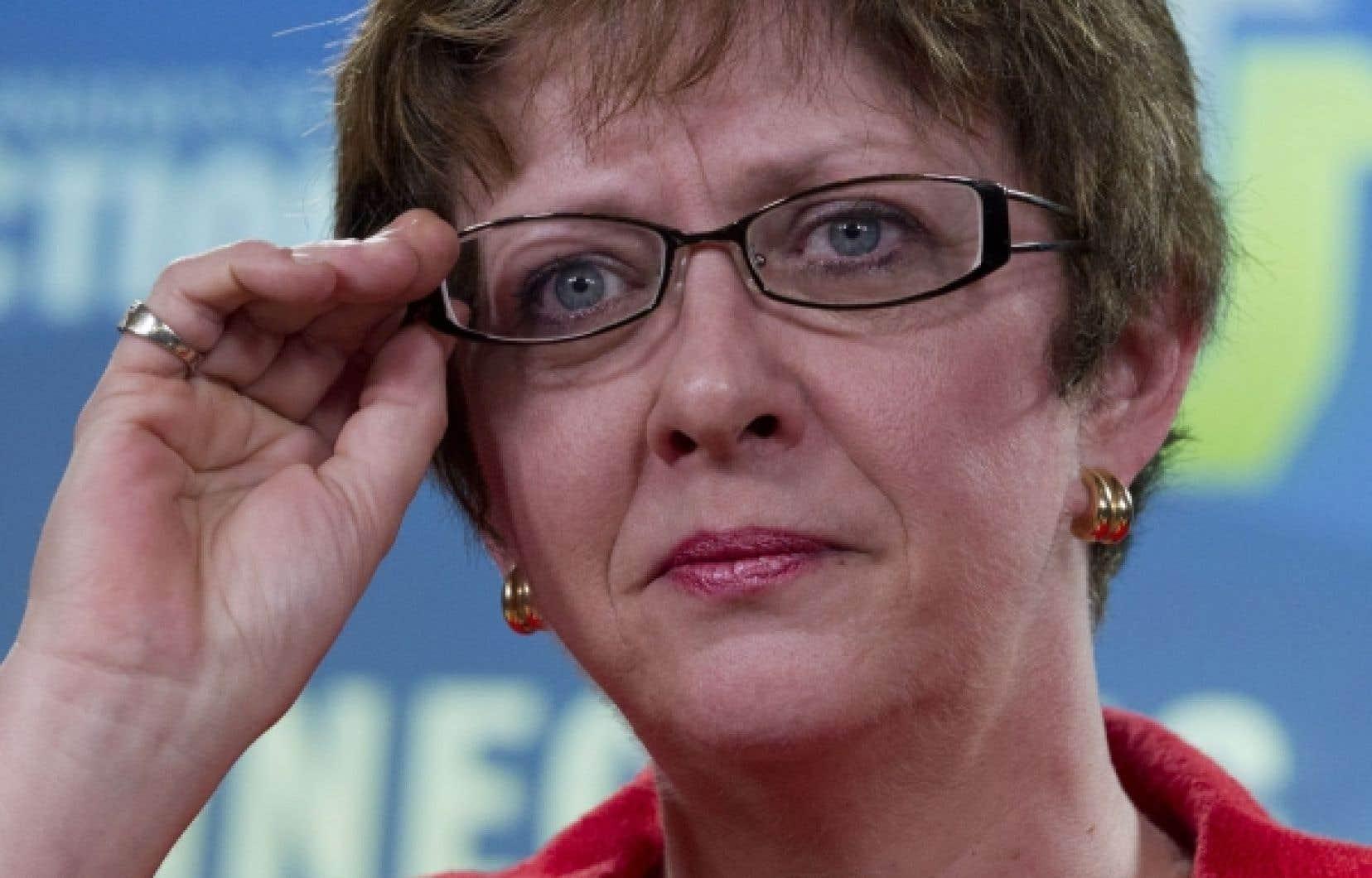 « Ces changements ne visent pas à forcer les gens à accepter un travail loin de chez eux ou à remplir un poste qui ne leur convient pas », a tenté de rassurer Diane Finley,ministre des Ressources humaines à Ottawa.