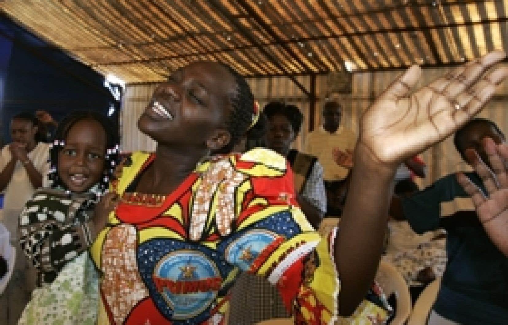 Les Kényans se sont rendus en masse dans les églises hier tandis que les télévisions diffusaient en boucle un programme intitulé «Priez pour la paix».