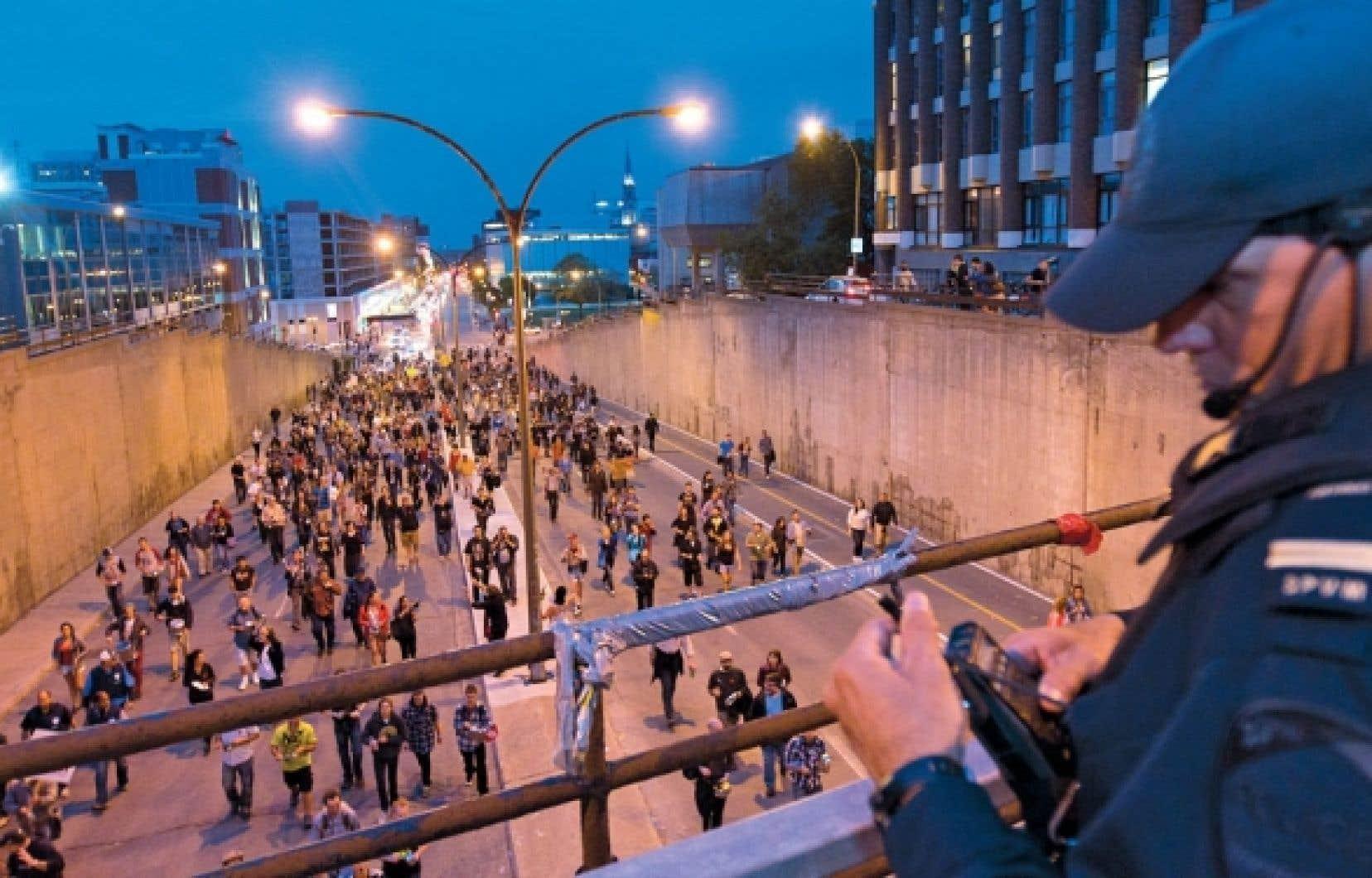 La 34e manifestation nocturne à se tenir à Montréal a une fois de plus été rapidement déclarée illégale par les policiers.