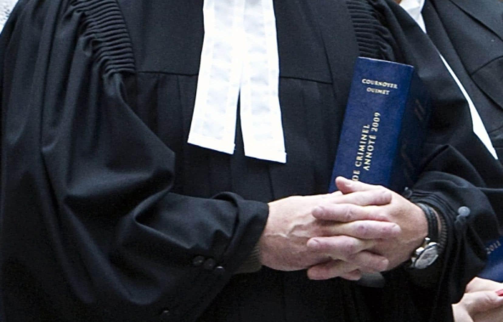 Les juristes disent vouloir exprimer leur «désarroi» face à cette loi spéciale qu'ils estiment être «une atteinte disproportionnée aux libertés d'expression, d'association et de manifestation pacifique».