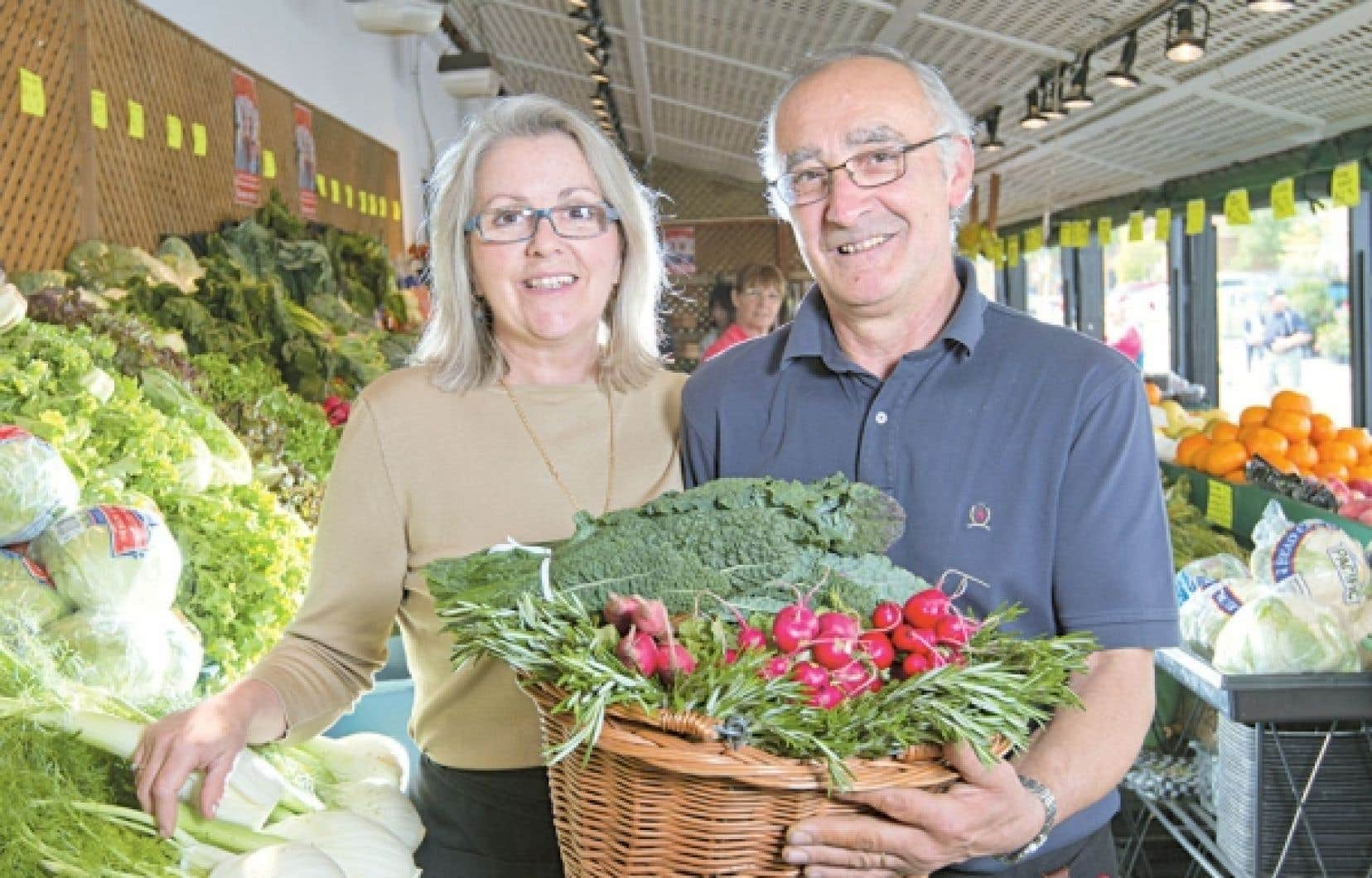 Nino Marcone, ici en compagnie de sa conjointe Line, a permis de faire découvrir et apprécier certains fruits et légumes différents de ce à quoi les Montréalais étaient habitués.