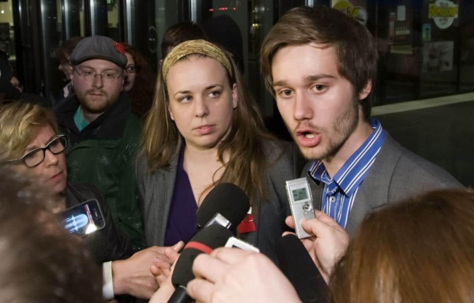 La présidente de la Fédération étudiante universitaire du Québec (FEUQ), Martine Desjardins, et le président de laFédération étudiante collégiale (FECQ),Léo Bureau Blouin