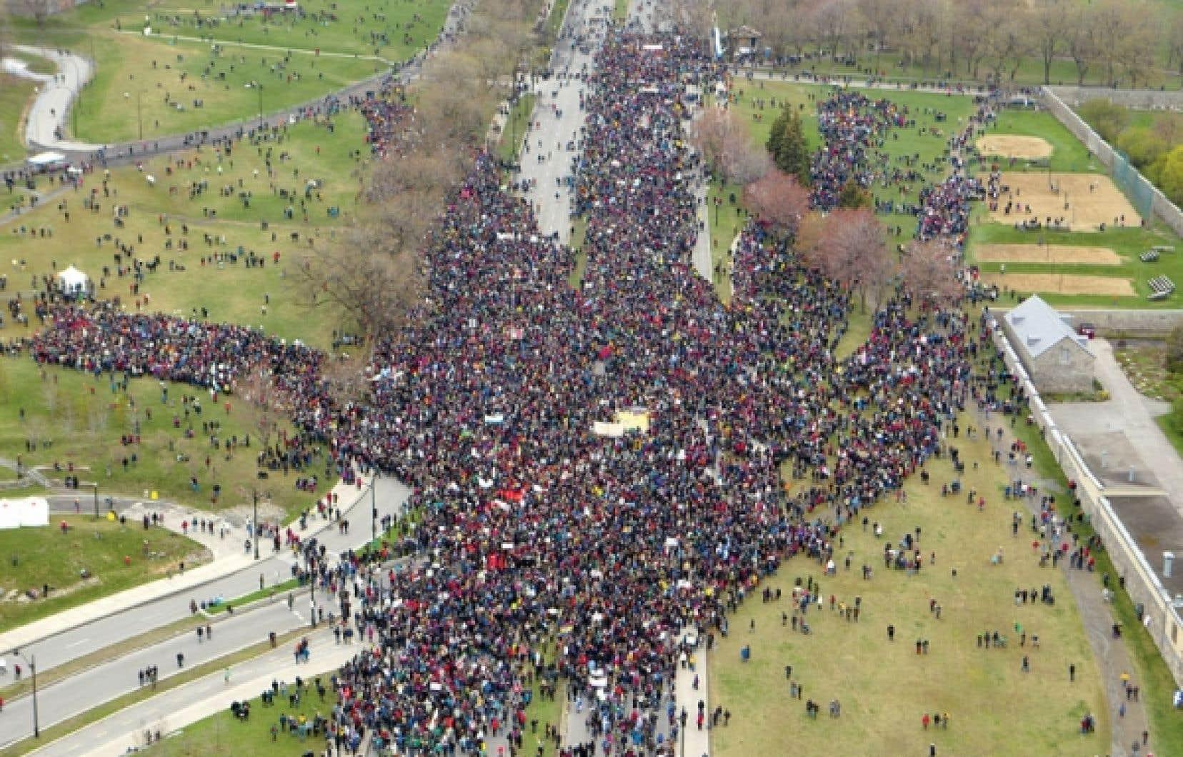 Manifestation monstre à l'occasion du Jour de la Terre. De façon générale, les jeunes se mobilisent autour de trois grandes causes : la cause étudiante sous toutes ses formes, l'environnement et la solidarité humaine.