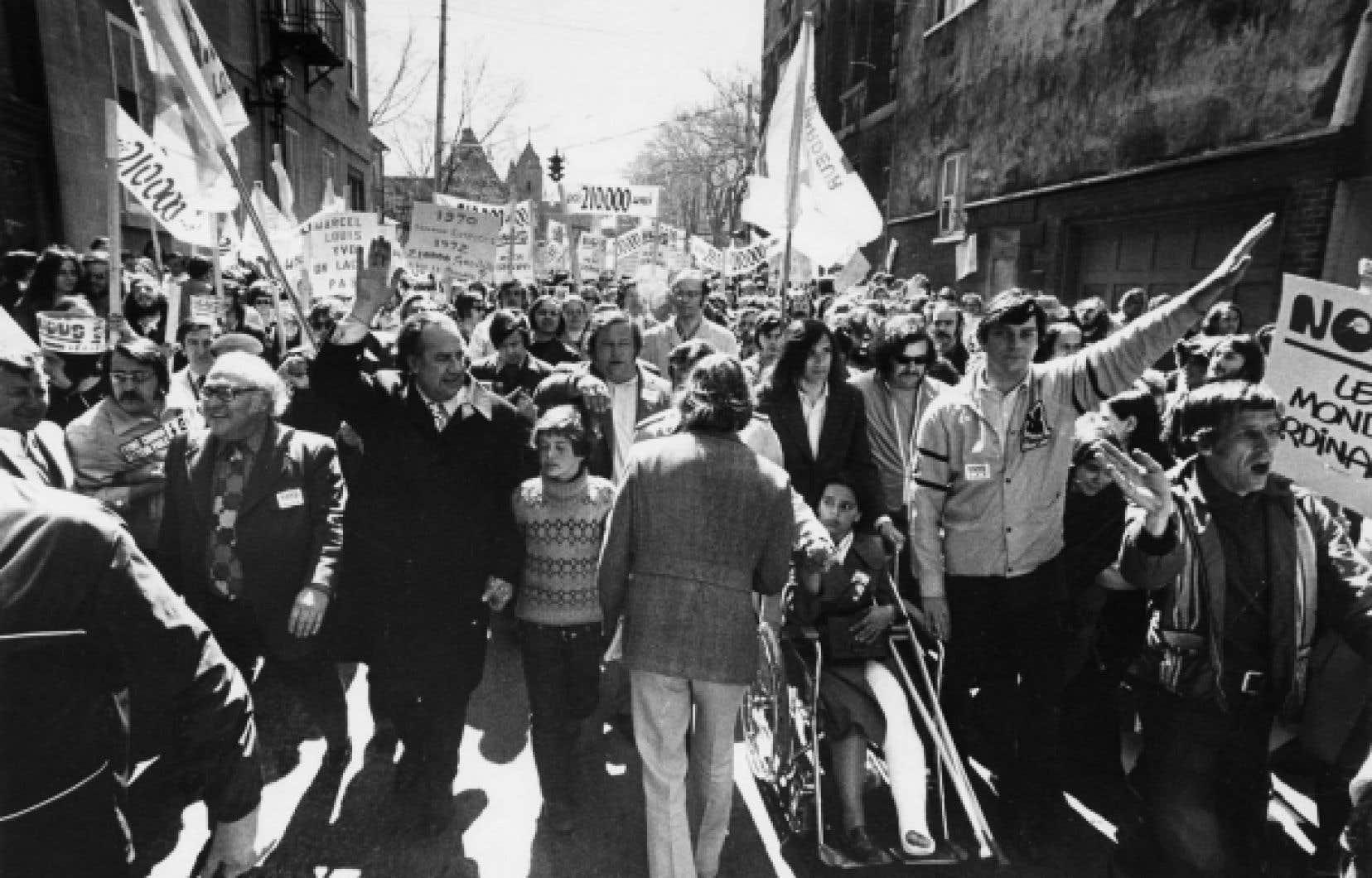 Printemps 1972. Les trois grandes centrales syndicales, soit la FTQ, la CSN et la CEQ, font front commun pour réclamer de meilleures conditions salariales. Le gouvernement de Robert Bourassa adopte une loi spéciale pour forcer le retour au travail des quelque 200 000 grévistes.