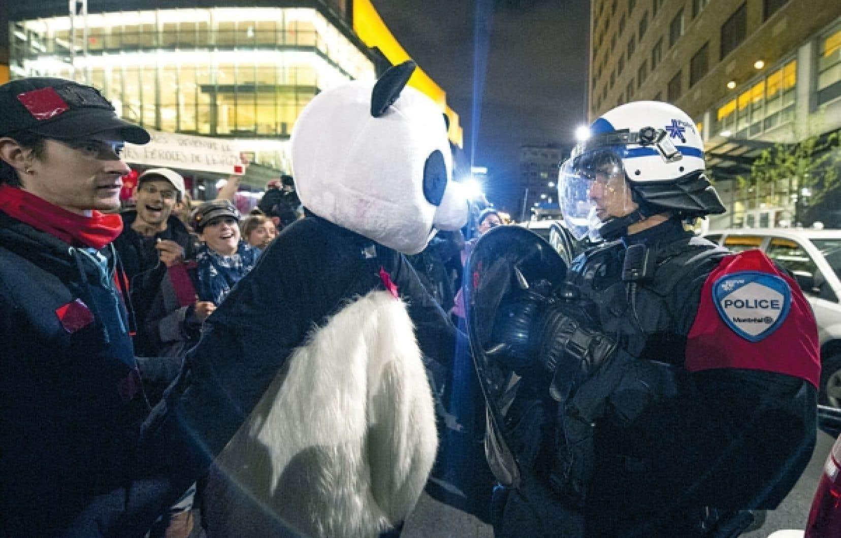 Le citoyen derrière Anarchopanda entend déposer une requête en nullité contre le règlement antimasque de la Ville de Montréal.