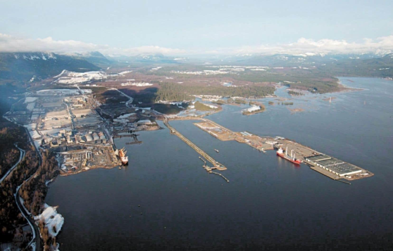Le projet d'Enbridge, Northern Gateway, prévoit l'arrivée de l'oléoduc à Kitimat, en Colombie-Britannique. Lors des audiences publiques en janvier dernier, des groupes environnementaux ont affirmé craindre l'impact sur la faune et la flore de l'augmentation du trafic de pétroliers sur la côte ouest.