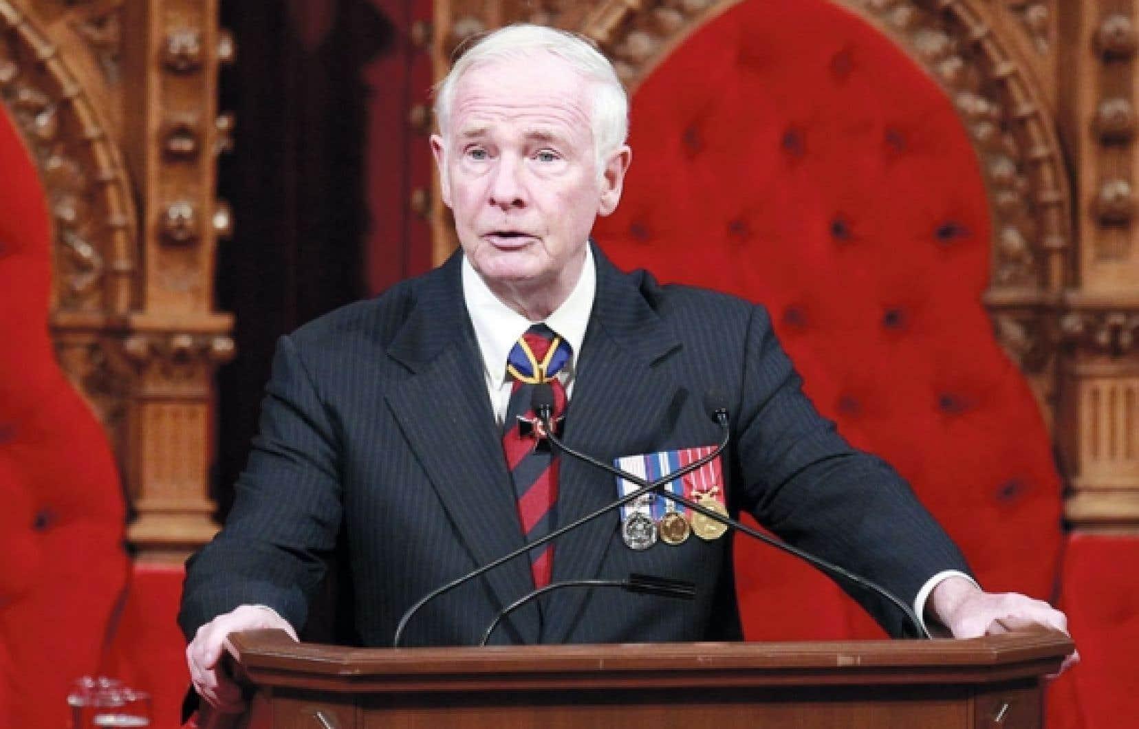 Le salaire du gouverneur général, David Johnston, passera de 137 500 $ à 270 692 $, et sera désormais soumis à la Loi de l'impôt sur le revenu.