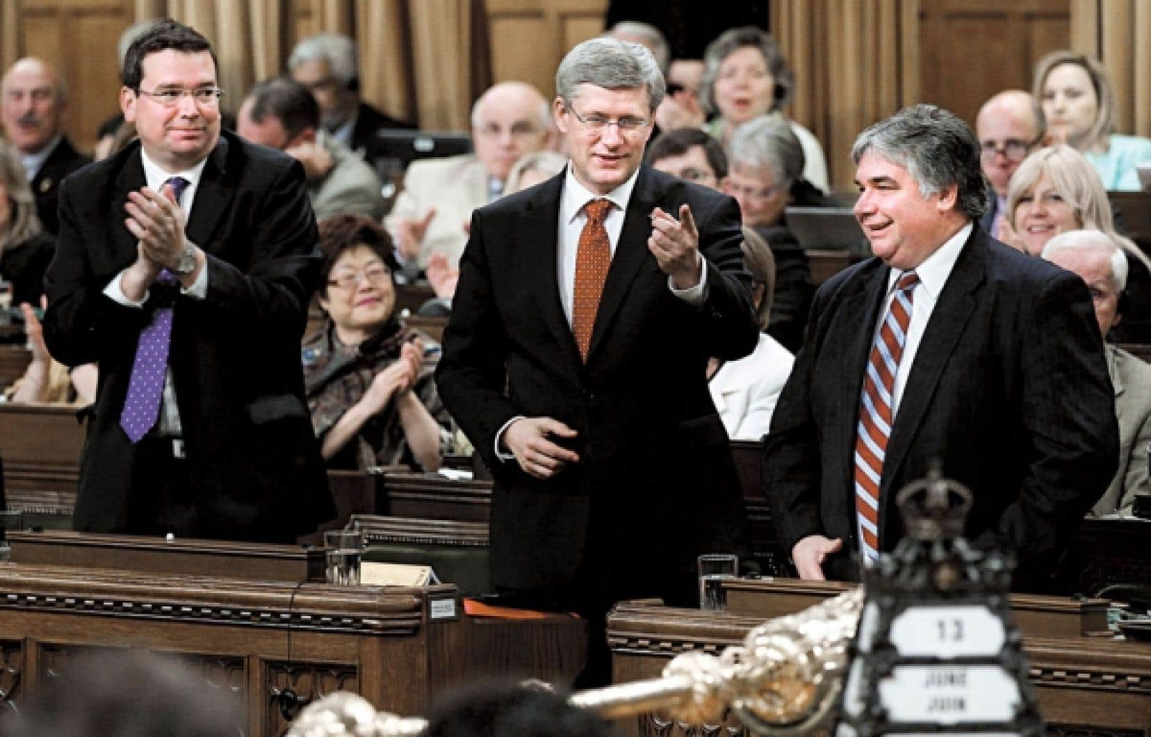 Le premier ministre, Stephen Harper, jeudi, lors d'un des votes sur un amendement proposé au projet de loi.