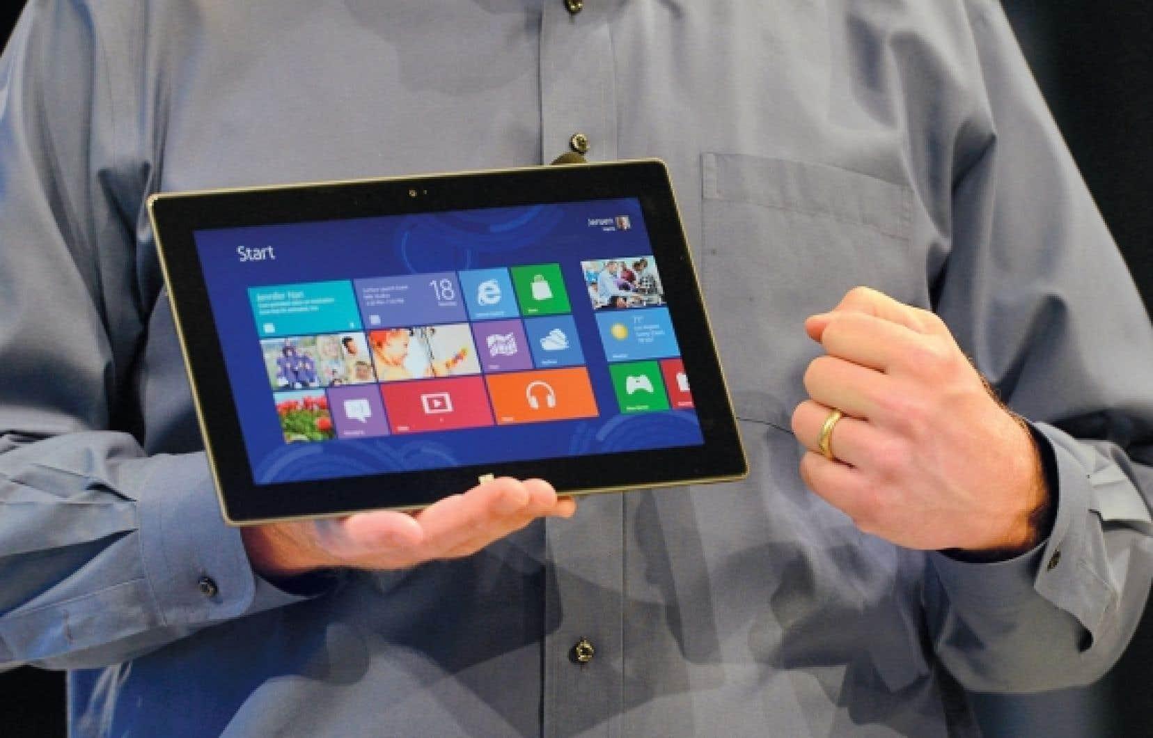 Le chef de la direction de Microsoft, Steve Ballmer, a décrit Surface comme une tablette « pour travailler et pour jouer ».