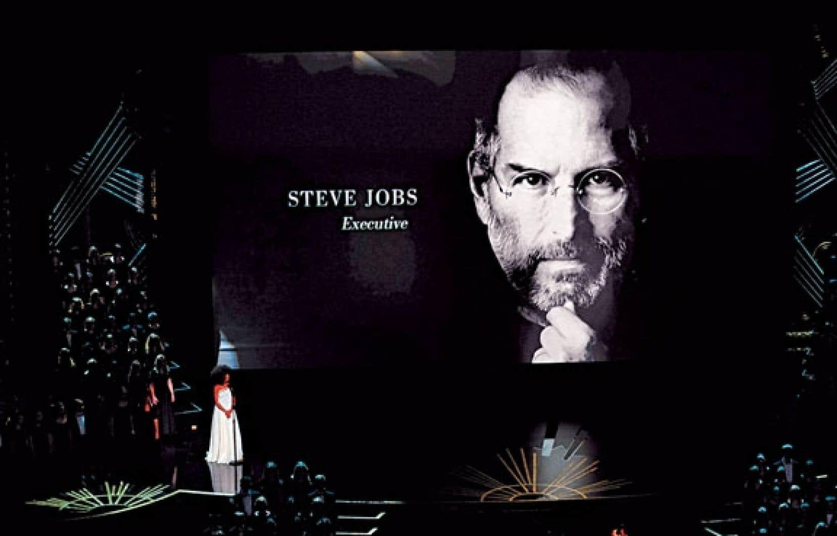 Trois geeks devenus célèbres : Steve Jobs (Apple), Bill Gates (Microsoft) et Mark Zuckerberg (Facebook).