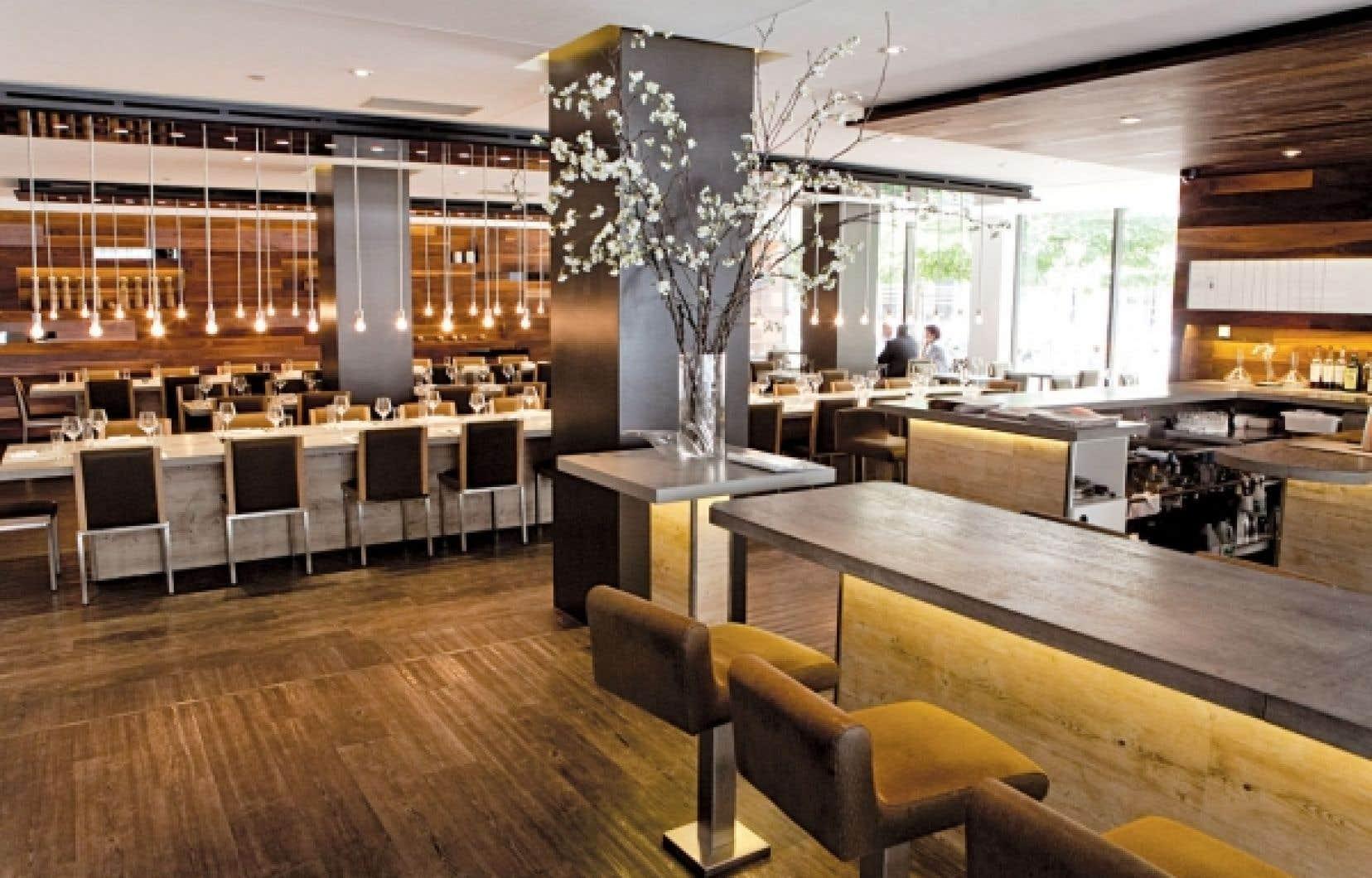 Un tour de table l h tel pur le devoir - Restaurant la table des delices grignan ...