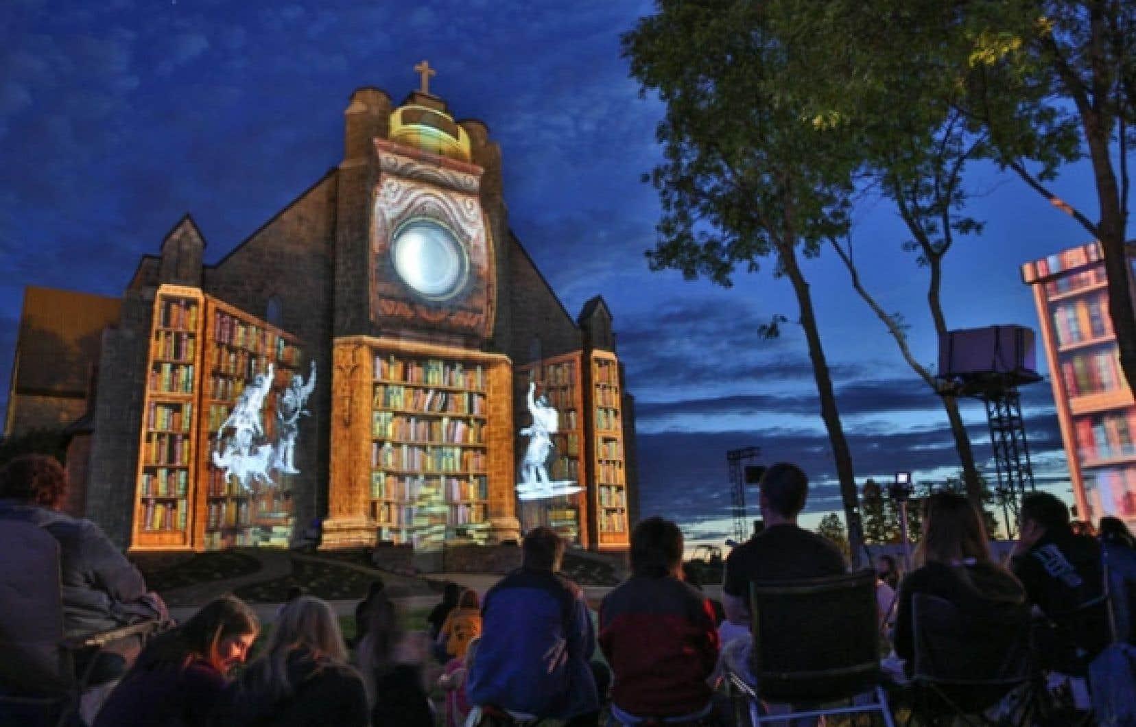 Le spectacle multisensoriel Fresque de nuit est projeté sur la façade de la cathédrale de Mont-Laurier et le décor environnant.