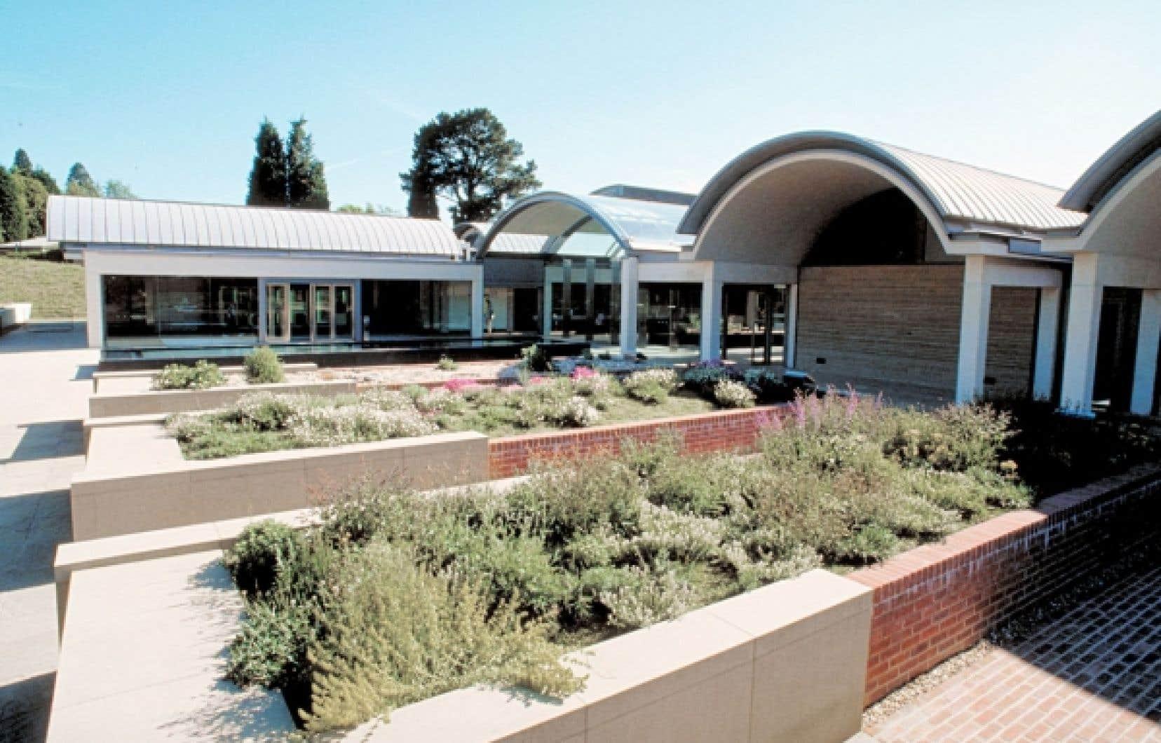 <div> Dans le cadre du Breathing Planet Program, la Millenium Seed Bank au Jardin botanique de Kew joue un rôle important de conservation et de redistribution des semences pour des projets de développement durable.</div>
