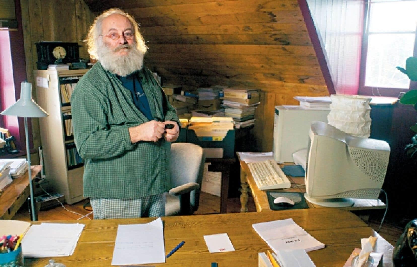 La lettre de l'écrivain Victor-Lévy Beaulieu est démagogique et contient des faussetés, affirme le maire de Trois-Pistoles, Jean-Pierre Rioux.