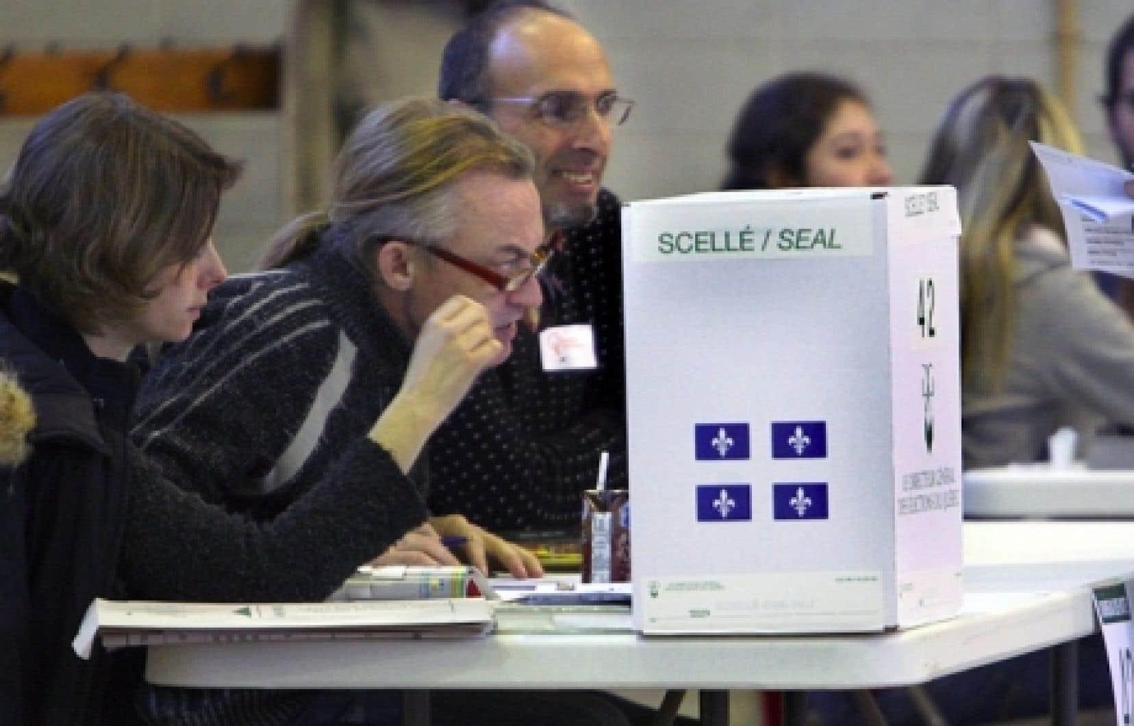 La FECQ a souligné que lors du scrutin de 2008, moins de la moitié des jeunes de 18 à 24 ans avaient exercé leur droit de vote.