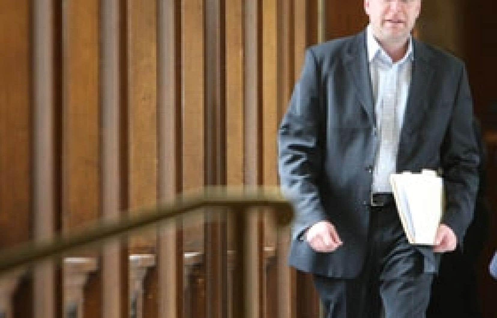 Le ministre des Ressources naturelles, Claude Béchard, devrait être à Shawinigan vendredi. La mairesse de la ville en profitera pour lui renouveler la demande de bénéficier d'un bloc d'électricité à bon prix pour que les entreprises soient in