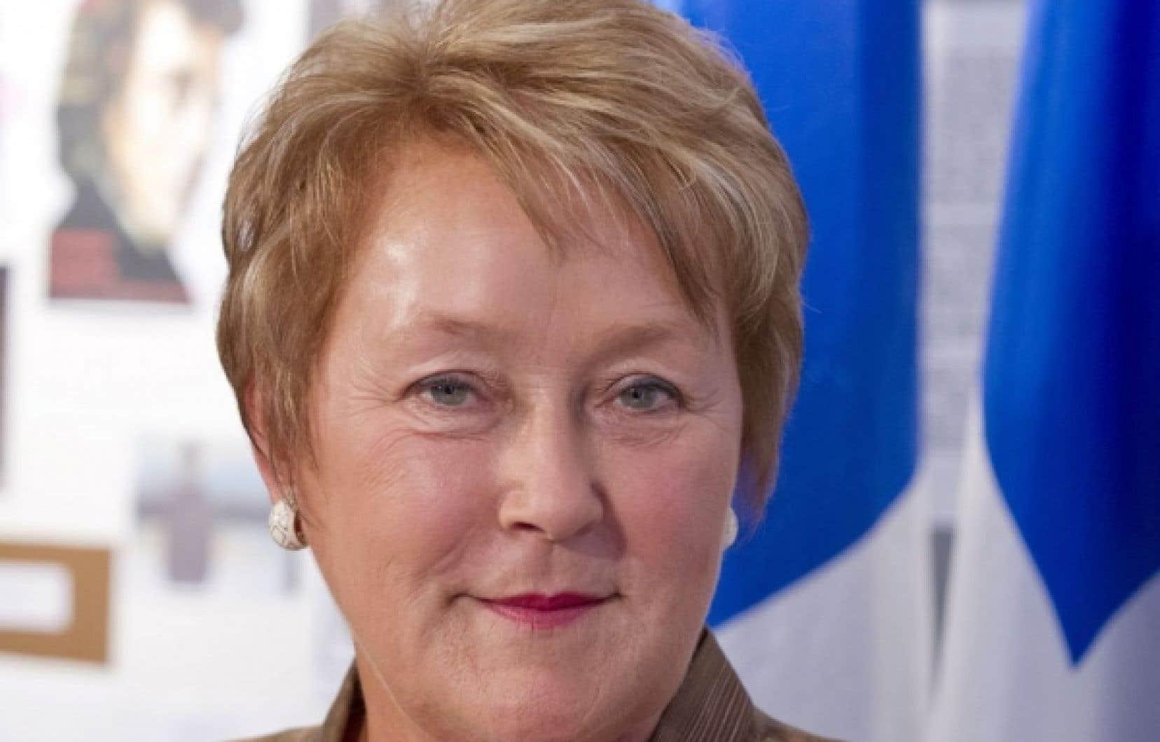 « L'enjeu le plus urgent, c'est de changer le gouvernement libéral de Jean Charest, ce gouvernement usé et corrompu », a répété Pauline Marois tout au long de la journée.