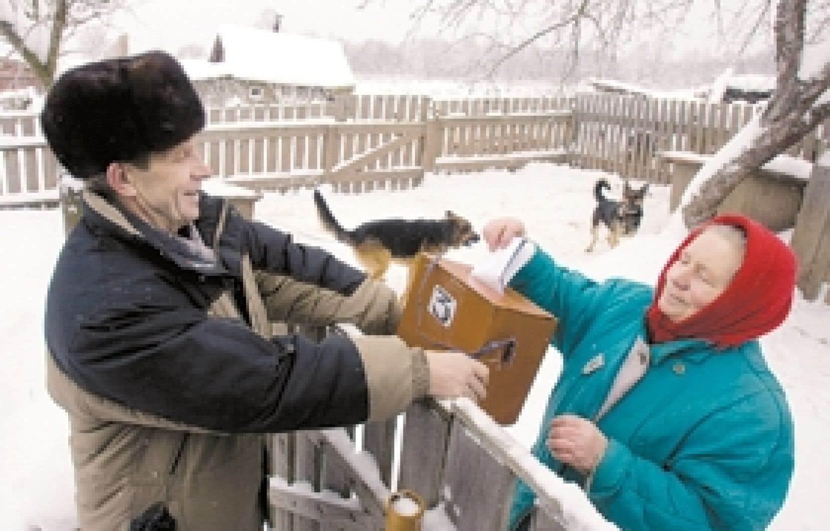 Une femme exerçait son droit de vote à Glazunovo, à quelque 300 km à l'ouest de Moscou, à l'occasion des élections législatives d'hier.