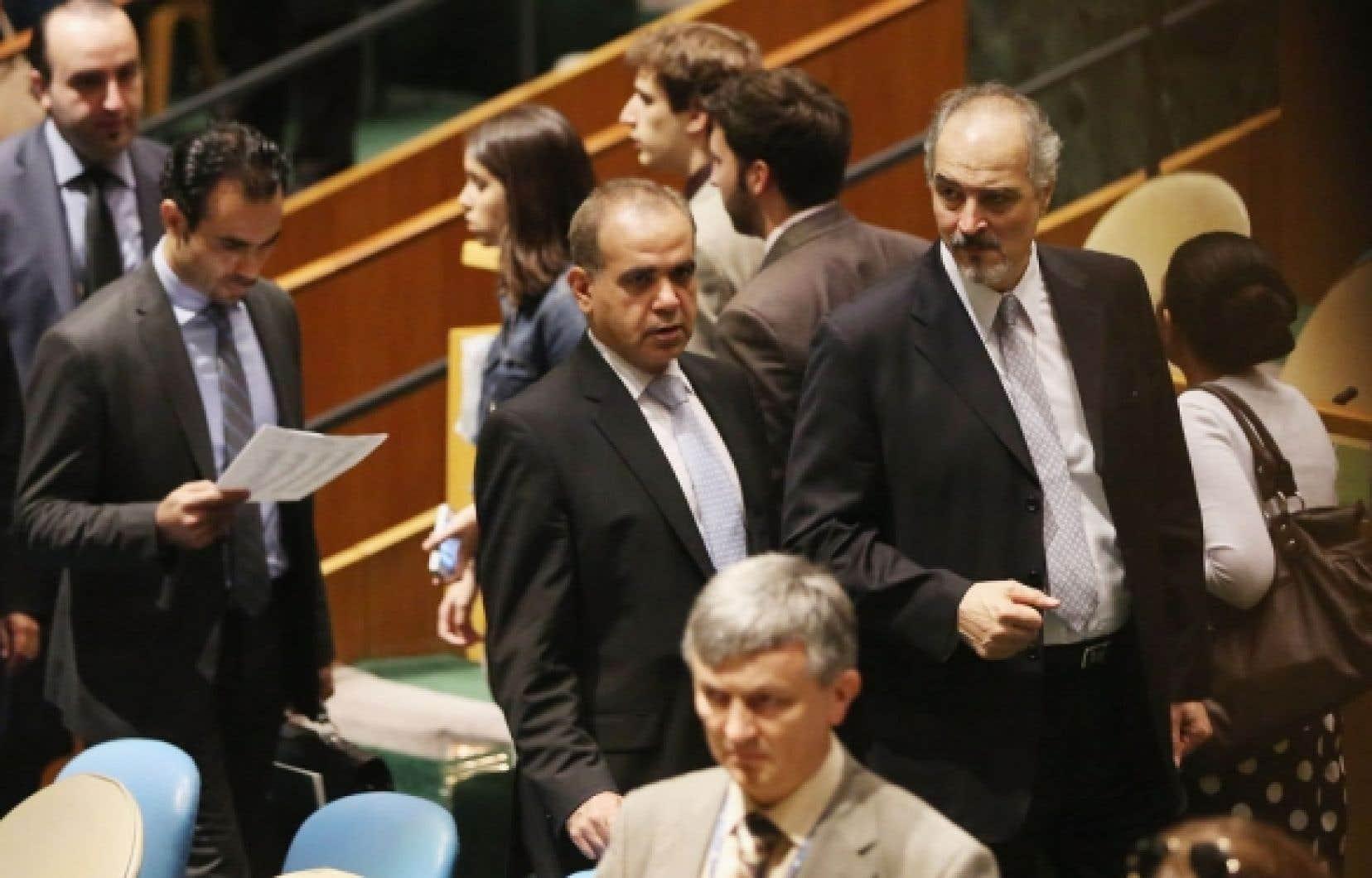 L'ambassadeur syrien Bachar Jaafari (à droite) a dit que la résolution n'aurait «absolument aucun effet».
