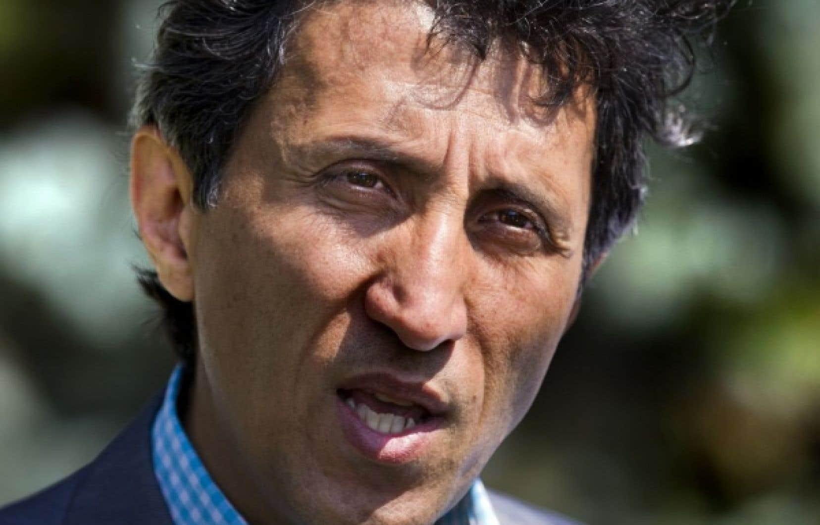 Lui aussi présent à Lévis ce vendredi,Amir Khadir a rappelé que Québec solidaire s'est engagé dans son programme à mettre sur pied une assemblée constituante pour «mettre en marche la souveraineté».