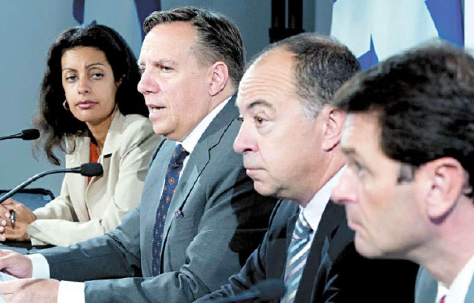 François Legault avec certains de ses candidats: Dominique Anglade, Christian Dubé et François Bonnardel.