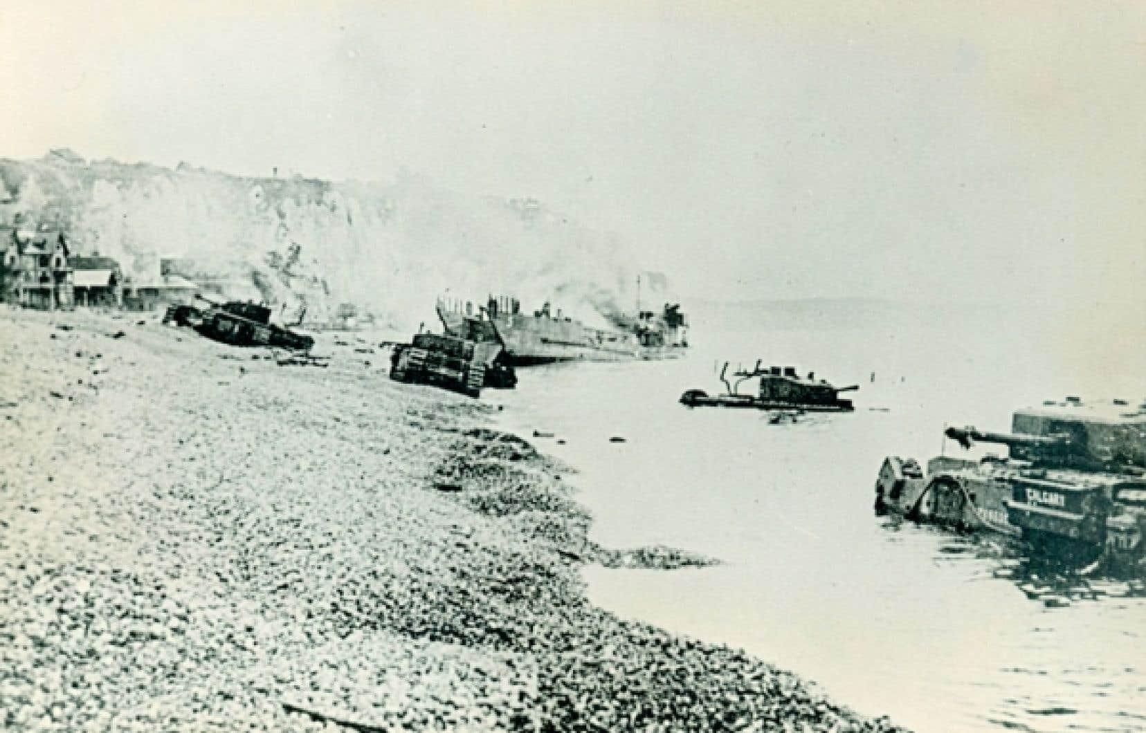 <div> Des 30 chars utilisés pour le raid, 27 atteignirent le rivage, mais aucun ne put se rendre à la ville.</div>