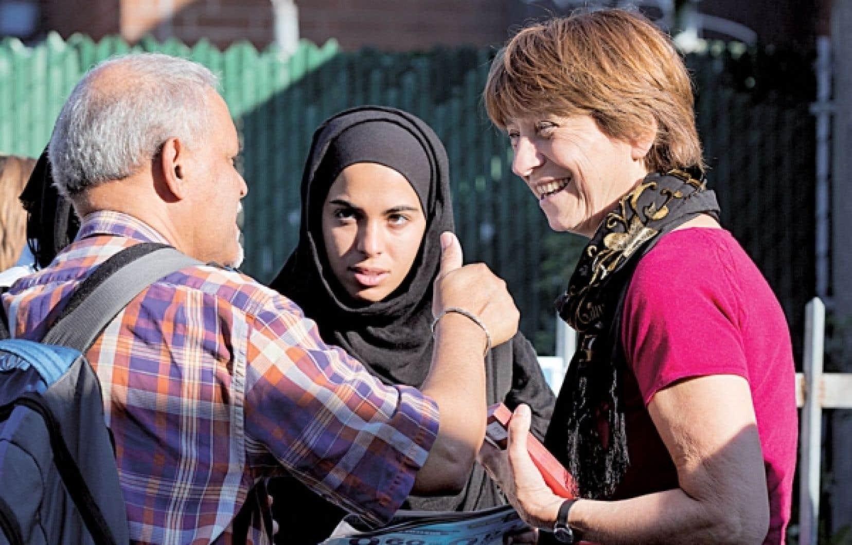 Françoise David était de retour dans sa circonscription de Gouin lundi pour faire campagne auprès de ses électeurs.