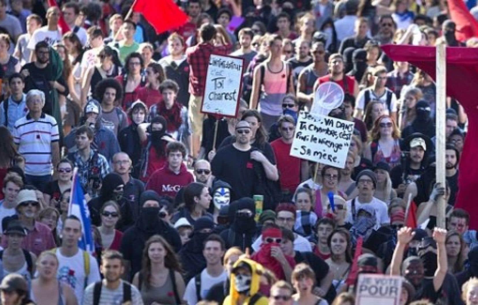 La manifestation du 22 du mois s&#39;est d&eacute;roul&eacute;e sur fond de campagne &eacute;lectorale, &agrave; l&#39;initiative d&#39;une coalition d&#39;organisations communautaires, &eacute;tudiantes, syndicales, f&eacute;ministes et &eacute;cologistes. <br />