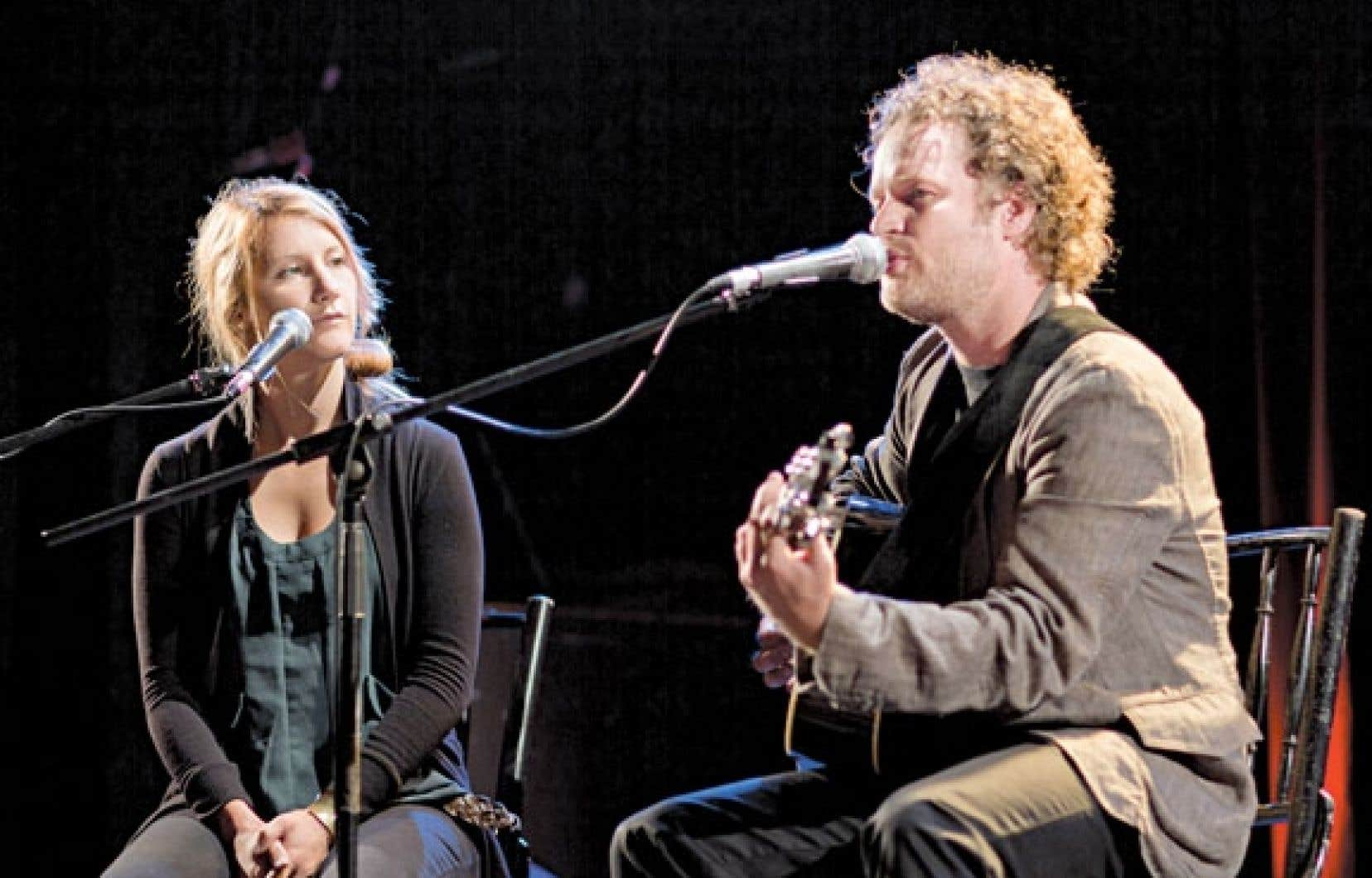 Tristan Malavoy et sa choriste Amylie ont donné un aperçu au dévoilement de la programmation de leur concert Les éléments.