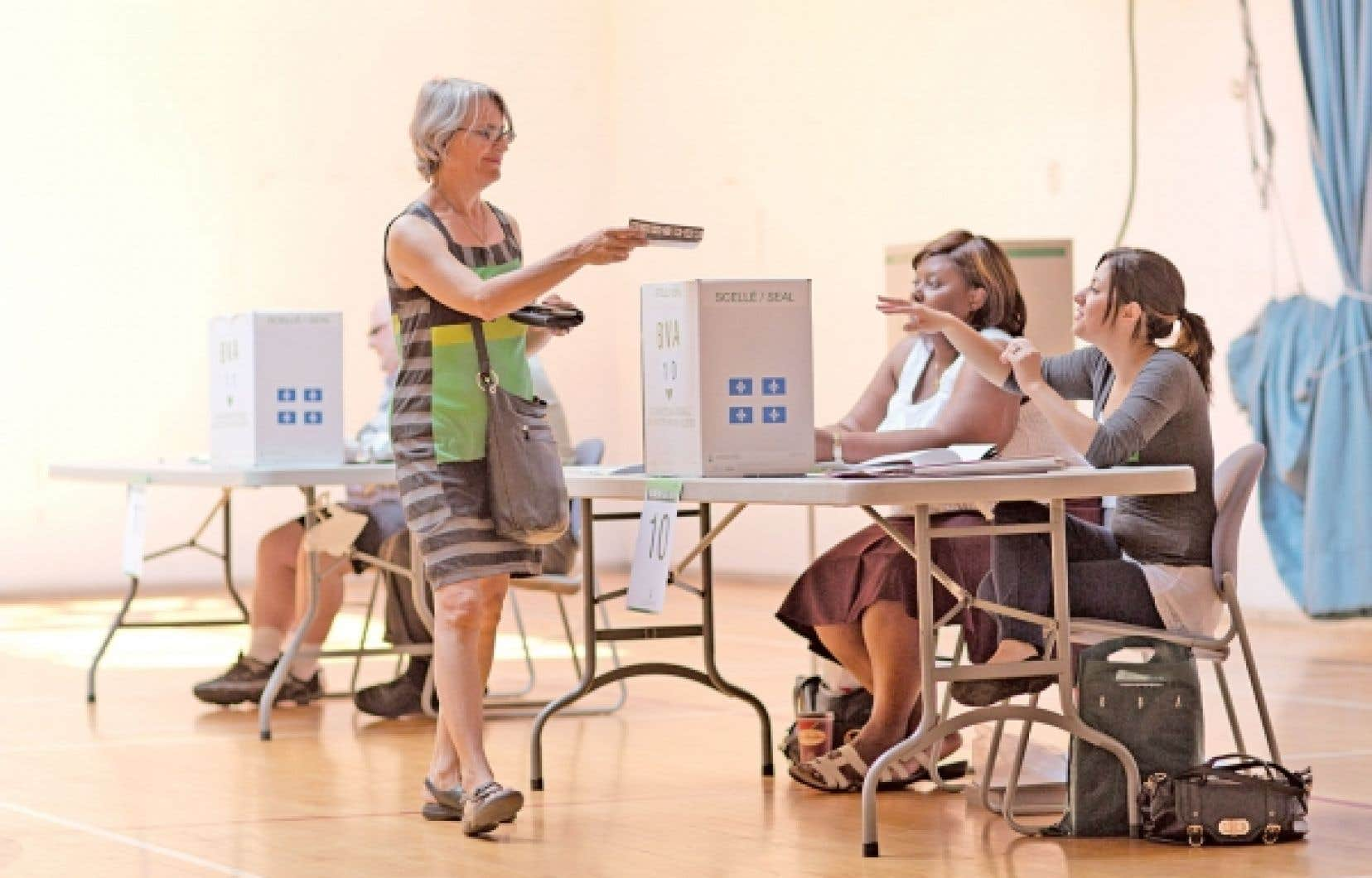 Vote par anticipation premi re journ e record le devoir for Bureau plus montreal
